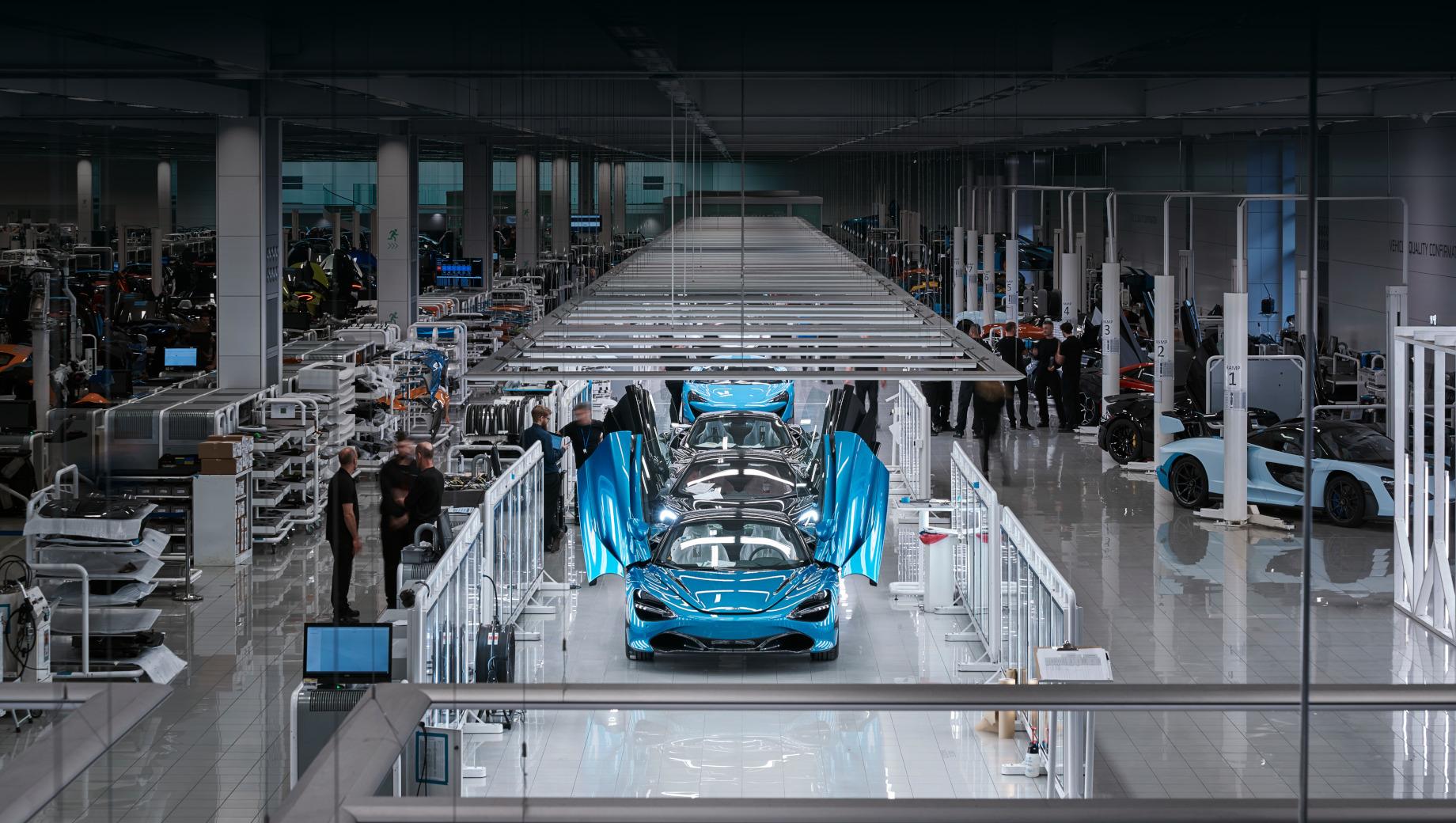 Компания McLaren сократит более четверти работников