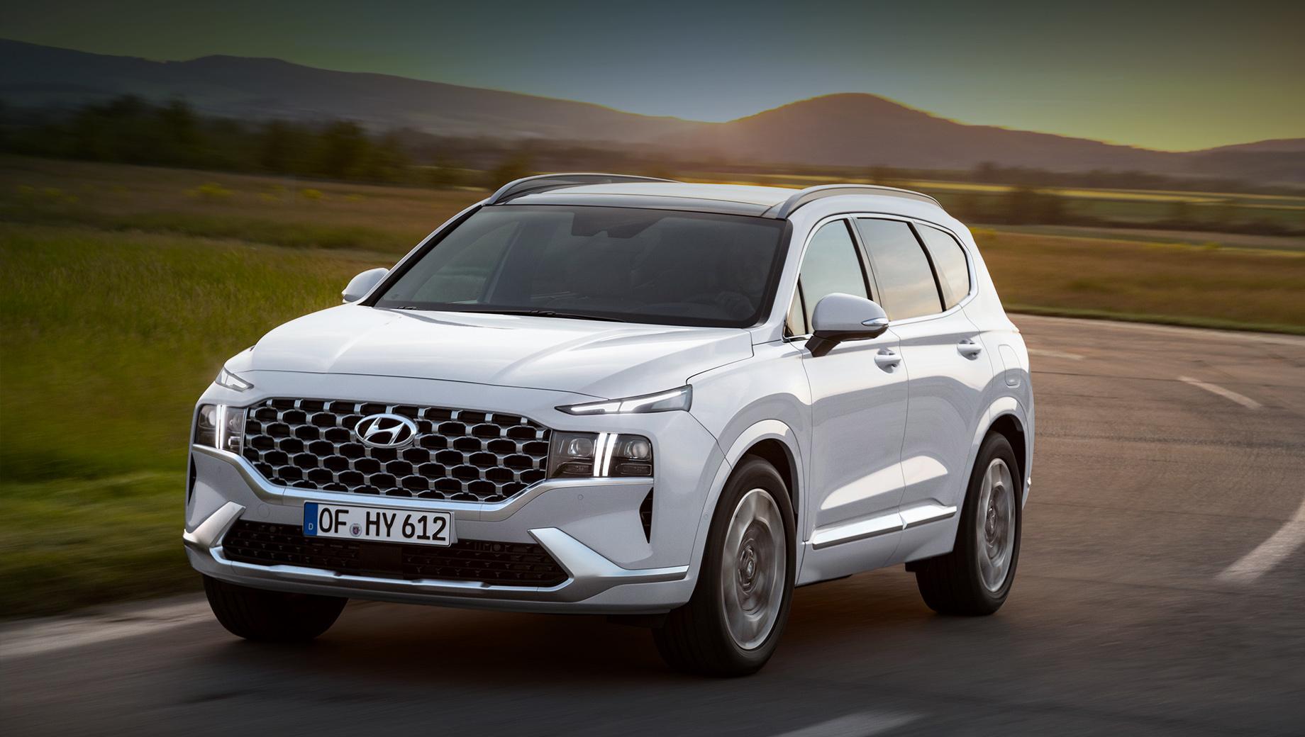 Hyundai santa fe. Обновлённый Santa Fe поступит на корейский рынок в июне 2020 года, а европейские дилеры начнут продажи в сентябре. Ждём появления на Hyundai дизеля 2.2 Smartstream и турбомотора 2.5 T-GDi Smartstream. Первый агрегат на Sorento выдаёт 202 л.с. и 440 Н•м, второй ― 281 и 421.