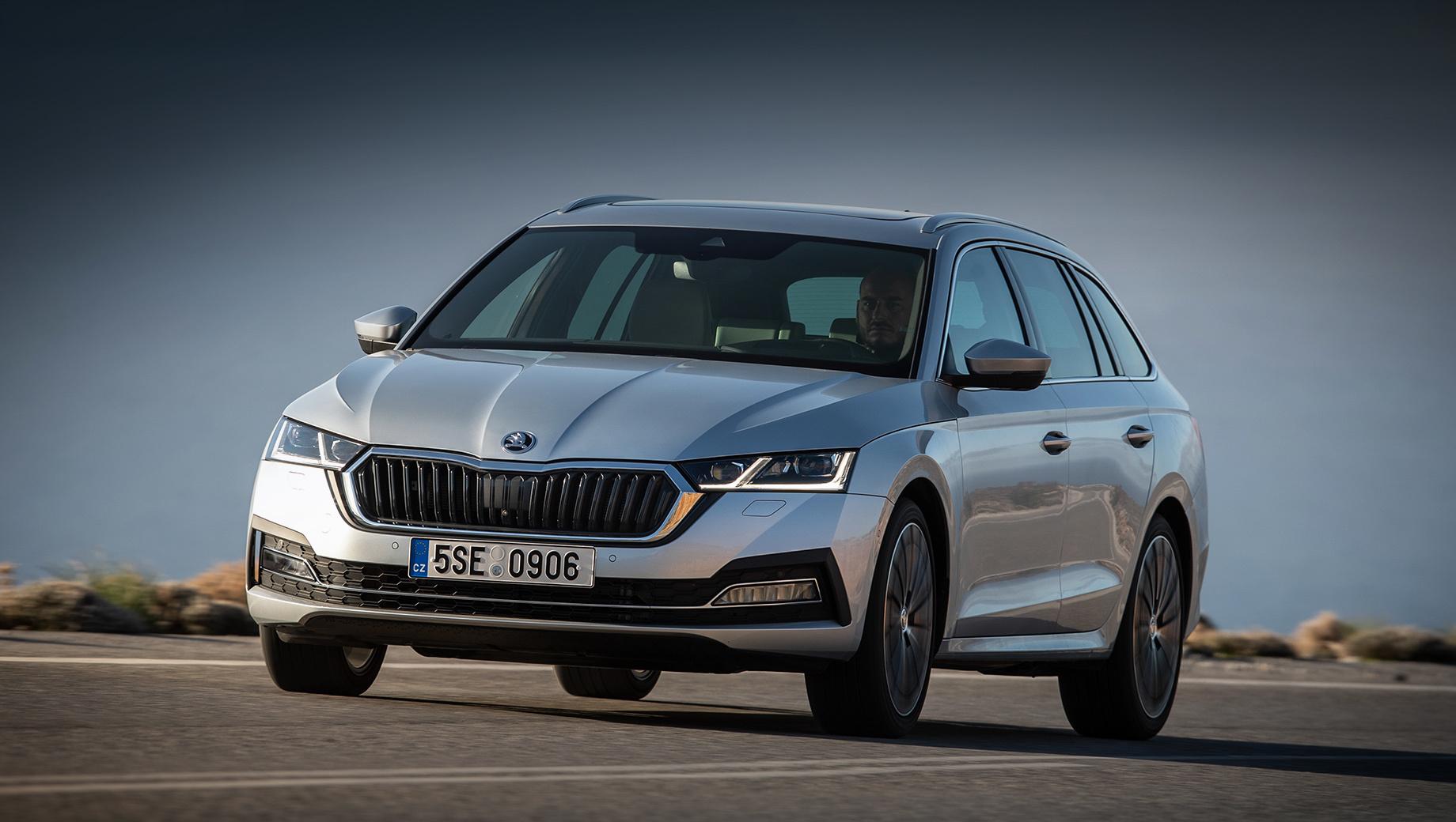 Skoda octavia,Skoda superb,Volkswagen passat. Последняя Skoda Octavia дебютировала в ноябре 2019 года. В Европе за первые четыре месяца 2020-го продали 51 048 машин. В Германии лифтбек стоит от 27 360 евро (2,1 млн рублей), универсал — от 28 060 (2,2 млн). В России продажи модели ожидаются в четвёртом квартале 2020-го.