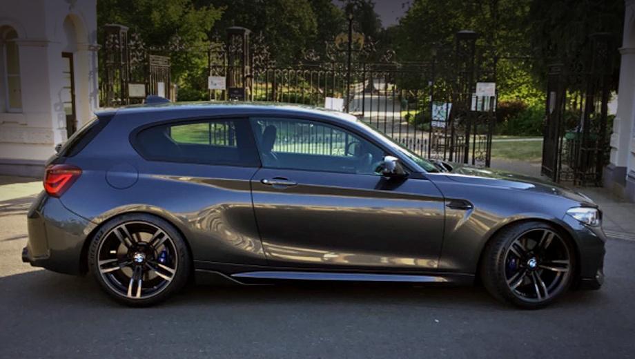 Bmw 1. Помимо некоторых кузовных панелей от BMW M2 на хэтчбеке BMW M140i установлены выпускные патрубки и боковые зеркала. Тормоза же остались базовыми — четырёхпоршневыми спереди и двухпоршневыми сзади. Примерная цена за конверсию — 20 тысяч фунтов (1,75 млн рублей).