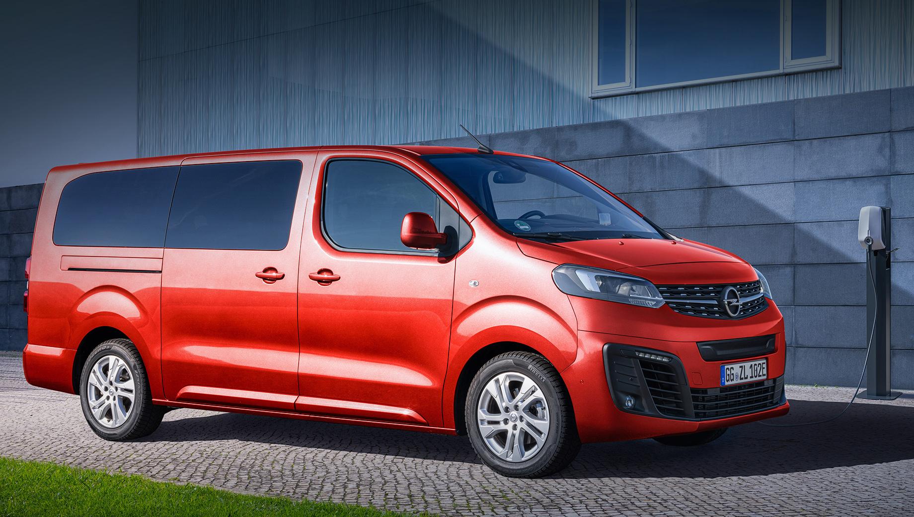 Opel zafira life,Opel zafira e-life,Toyota proace,Toyota proace elrctric. Опелевцы подчёркивают, что высота минивэна не превышает 1900 мм, — это критически важно при въезде на типичные подземные паркинги. Приложение Free2Move Services с функцией Charge My Car открывает доступ к 160 000 зарядных станций по всей Европе и позволяет расплатиться в онлайне.