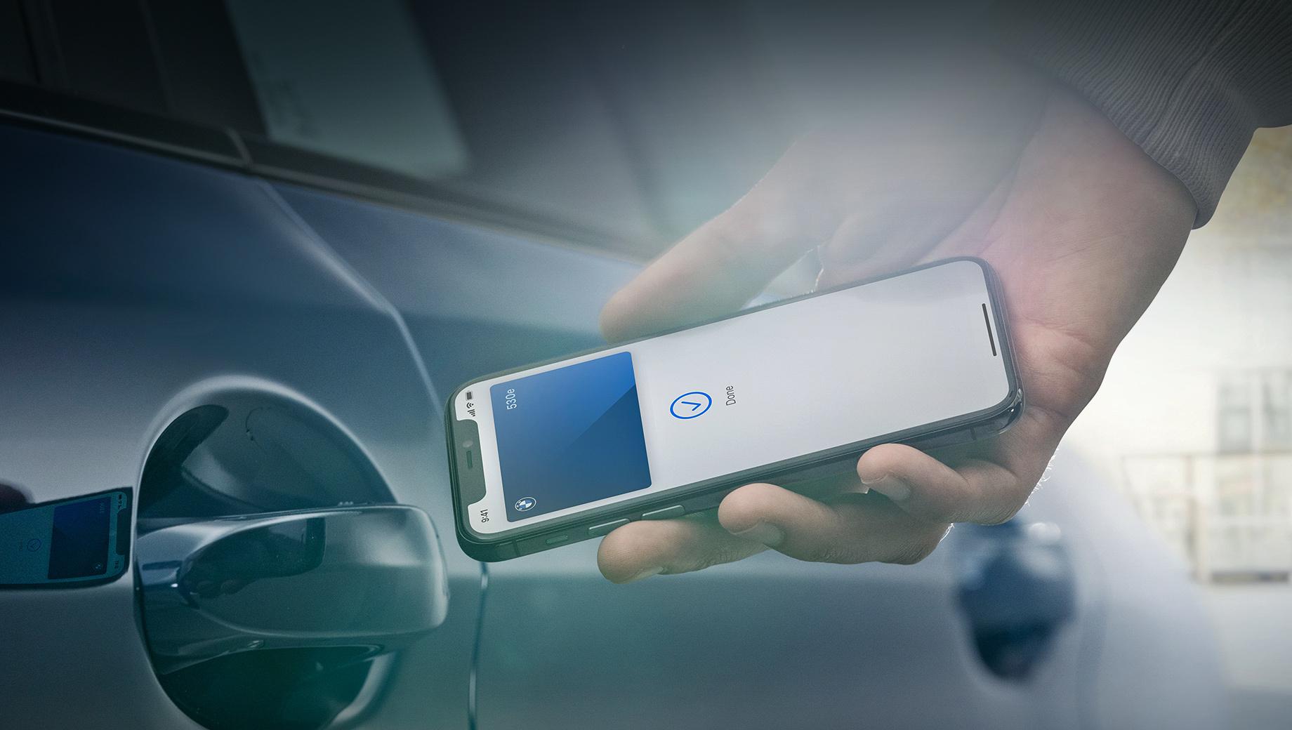 Bmw 5. Объявление об Айфоне-ключе сделано в Купертино на онлайн-конференции WWDC 2020, где Apple показала iOS 14 и отреклась от процессоров Intel в пользу собственной архитектуры ARM. Поскольку BMW одной из первых интегрировала iPod и CarPlay, ей отдано первенство и с ключом.