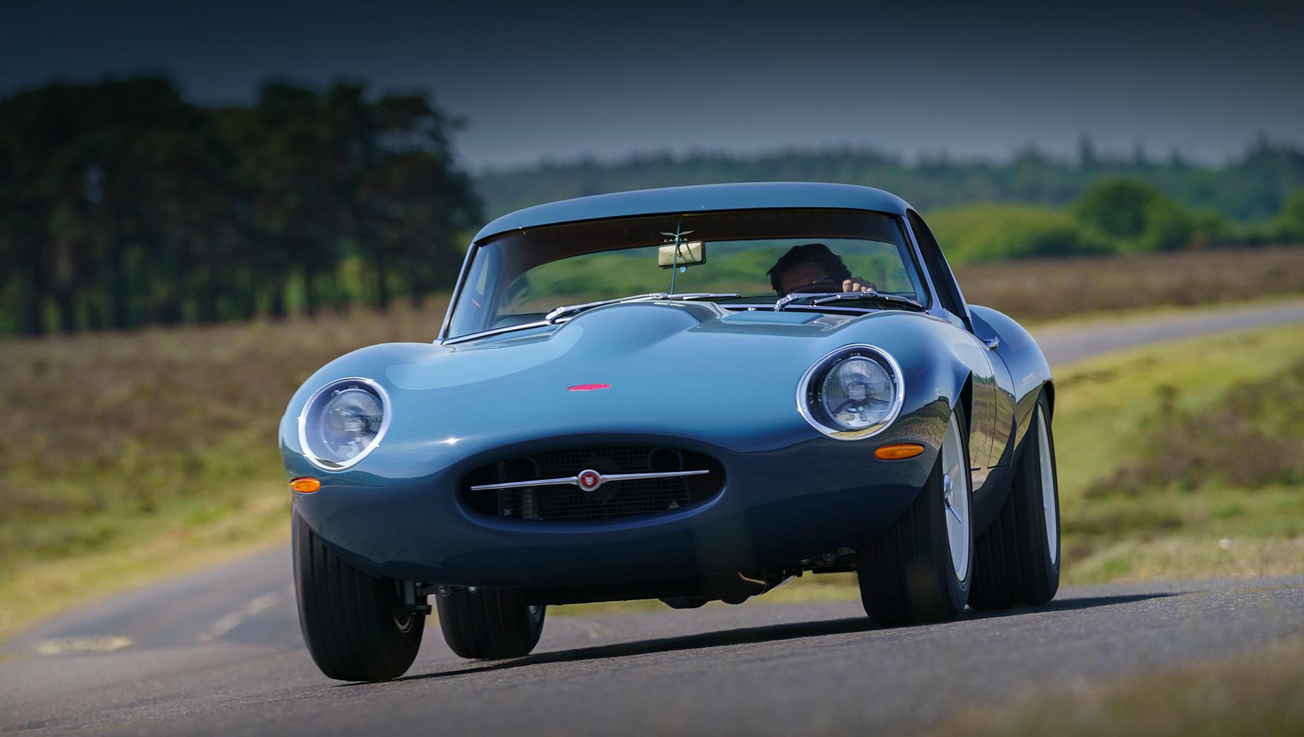 Jaguar e-type,Eagle lightweight gt. Компания Eagle, занимающаяся Ягуарами E-Type уже больше 35 лет, собирается делать по два автомобиля Eagle Lightweight GT в год. Цены не названы, но похожие по конструкции модели Eagle стоят по 700 тысяч фунтов стерлингов (60 млн рублей).