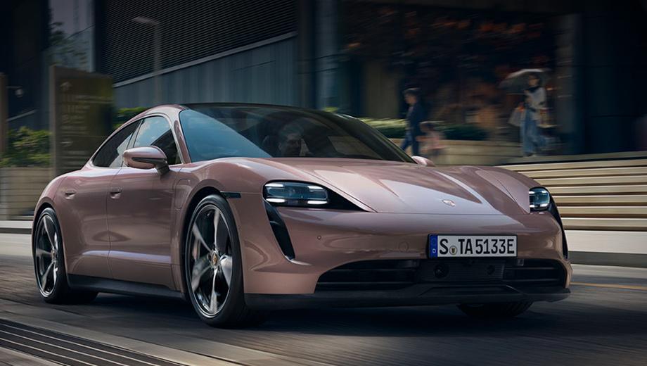 Porsche taycan. Porsche Taycan с приводом на заднюю ось опционально оснащается трёхкамерной пневмоподвеской с адаптивными амортизаторами, активными стабилизаторами поперечной устойчивости, электронноуправляемой блокировкой дифференциала и колёсами диаметром 20 или 21 дюйм.