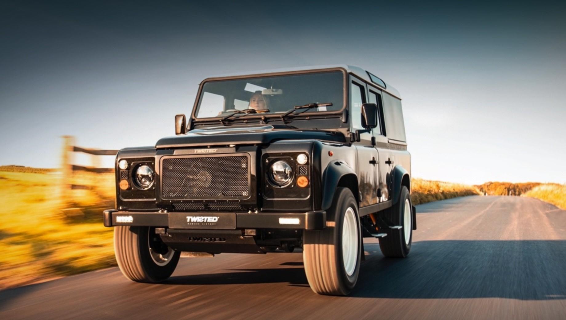 Ателье Twisted приучило к розетке классический Land Rover Defender