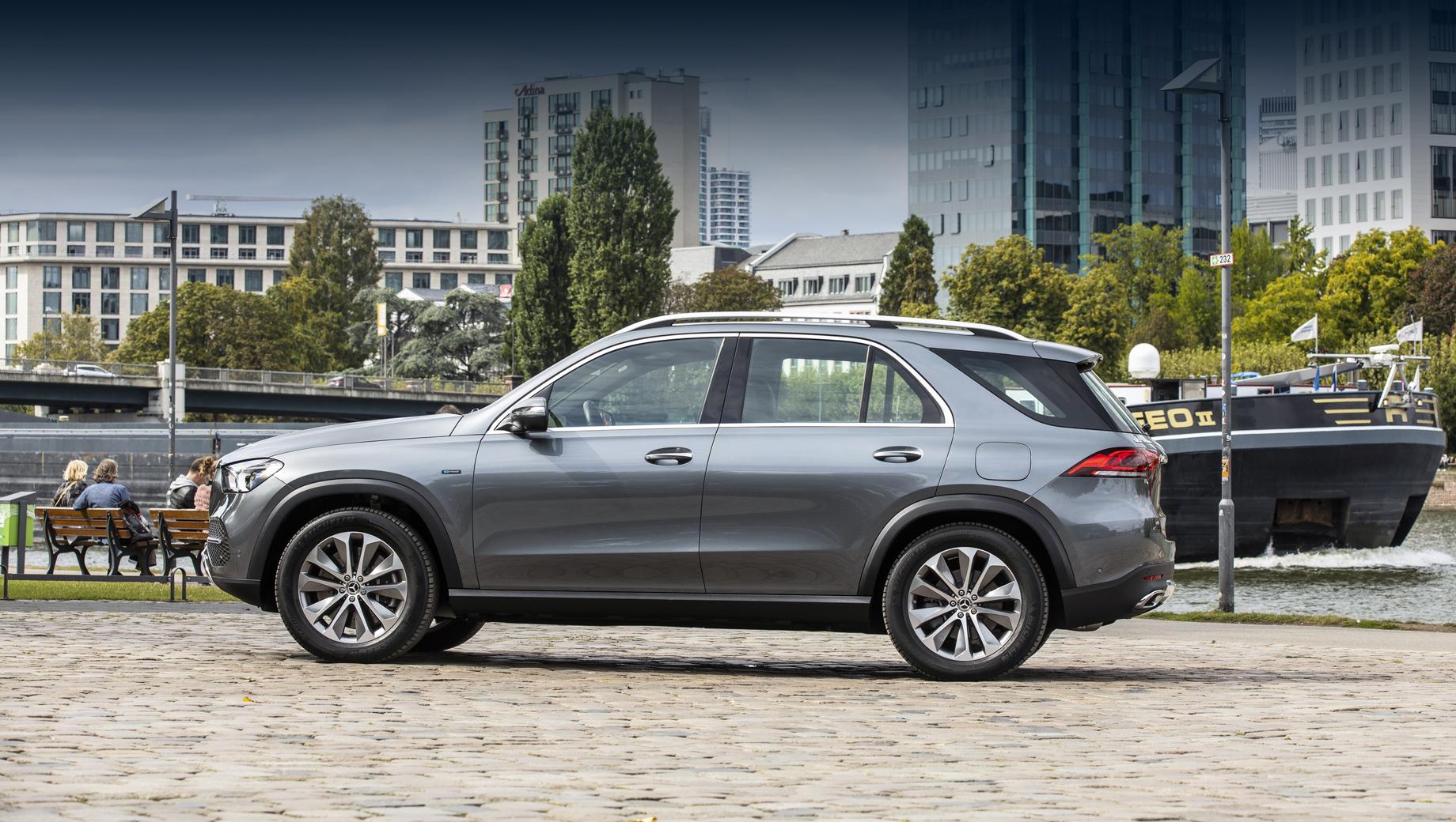 Mercedes-Benz GLE и GLS вызваны на ремонт кузовной детали