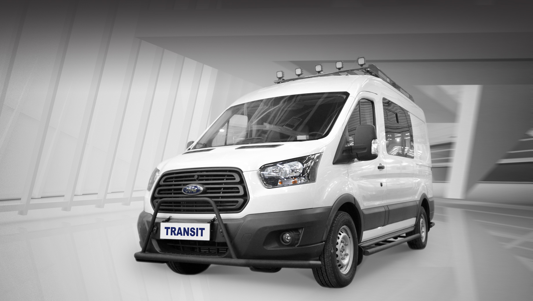 Ford transit. Охотничий Transit выделяется отбойниками по периметру кузова, экспедиционным багажником с дополнительным внедорожным светом.