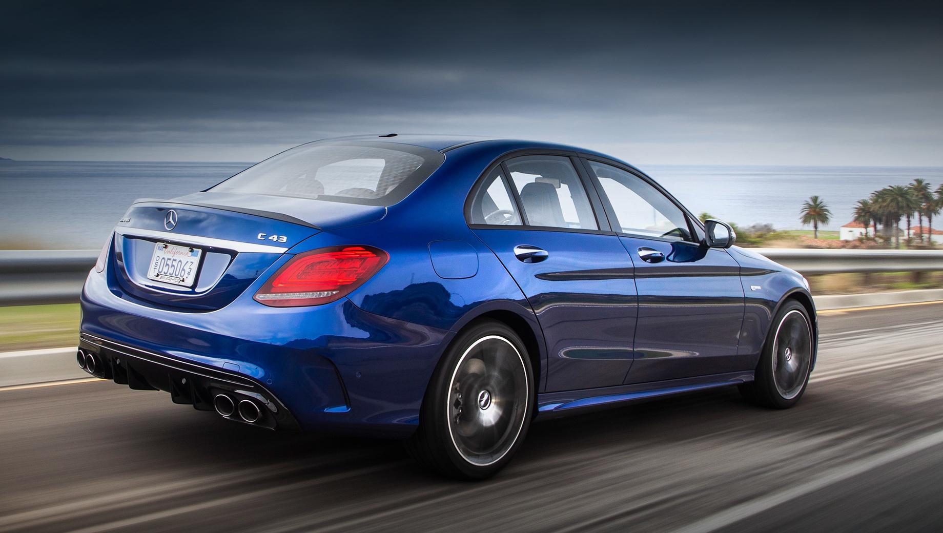 Mercedes c,Mercedes cla. В Штатах Mercedes C-класса доступен с моторами мощностью 258, 390, 476 и 510 л.с., а цены варьируются от $41 400 до $75 700 (от 2,95 до 5,40 млн рублей). Всего с 2015 года за океаном продали 363 636 седанов.
