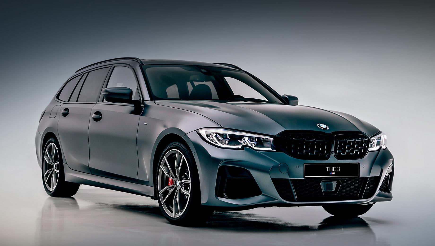 Bmw 3. Пятидверка BMW M340i xDrive Touring First Edition по умолчанию оснащена лазерными фарами, М-подвеской с адаптивными амортизаторами, 19-дюймовыми разноширокими колёсами и системой Reversing Assistant, с помощью которой автомобиль может самостоятельно маневрировать задним ходом на протяжении последних 50 м.