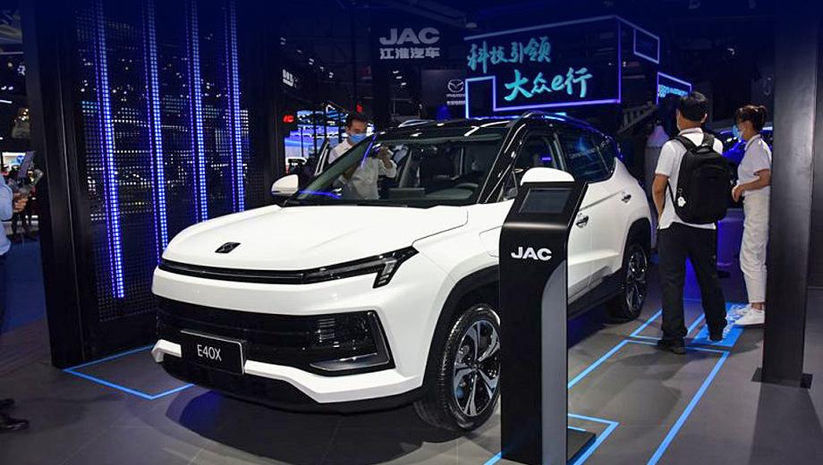 Jac ievs4. Электрокар представлен на автошоу в Чэнду. Расценки и точный срок начала продаж пока не оглашены.