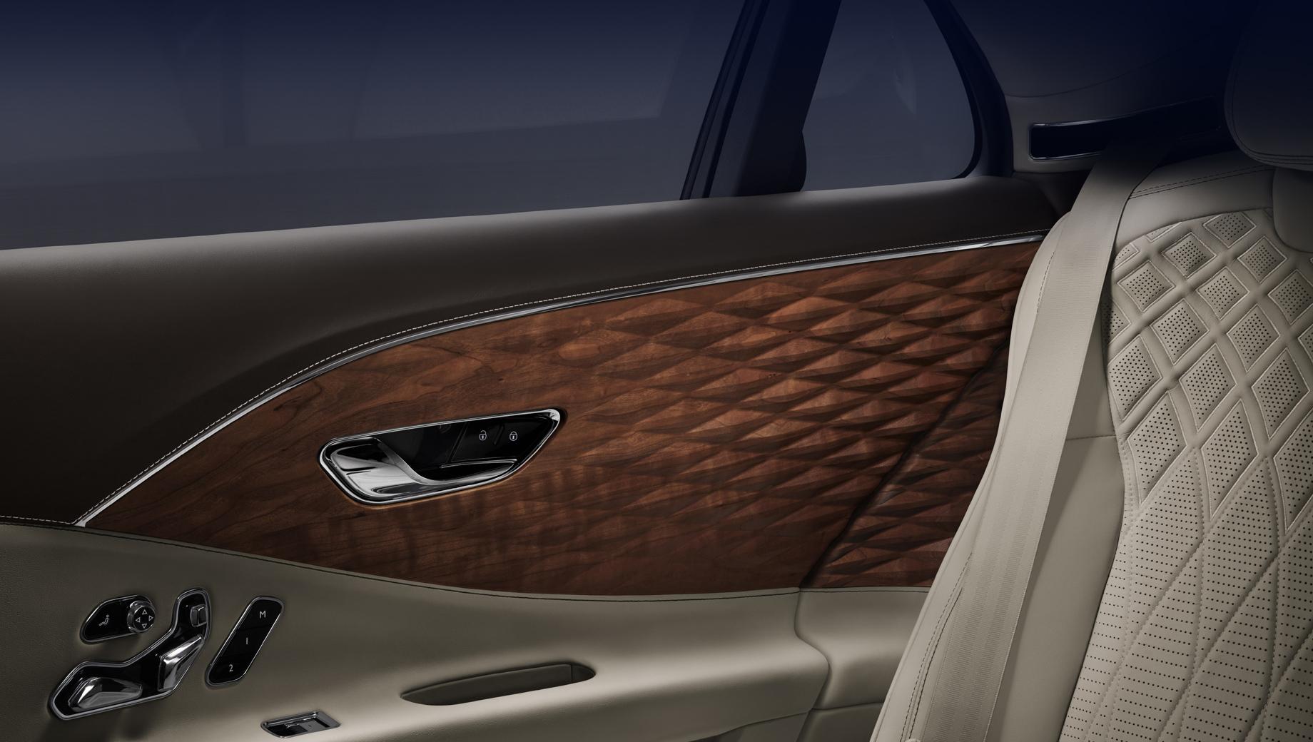 Bentley flying spur. Новая опция входит в ассортимент версий отделки Bentley Mulliner «Collections». Детали покрыты прозрачным лаком, который оставляет видимыми поры и сохраняет естественную текстуру и тёплый цвет исходного материала.