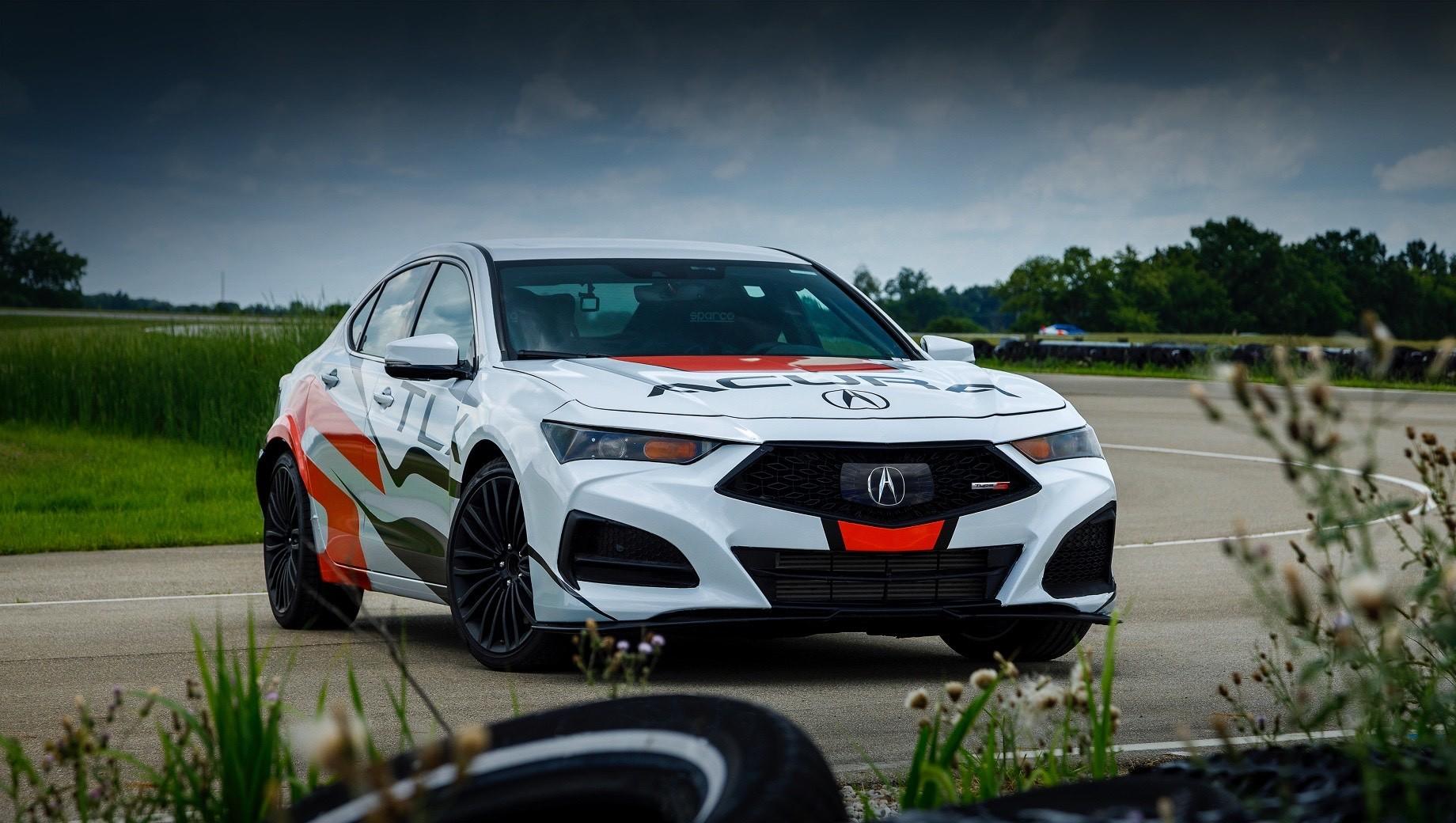 Acura tlx,Acura tlx type s. Предсерийный седан Acura TLX Type S, который примет участие в Пайкс-Пике на правах пейс-кара, обзавёлся каркасом безопасности и системой пожаротушения. А за рулём окажется главный инженер отдела разработки шасси фирмы Acura Ник Робинсон.