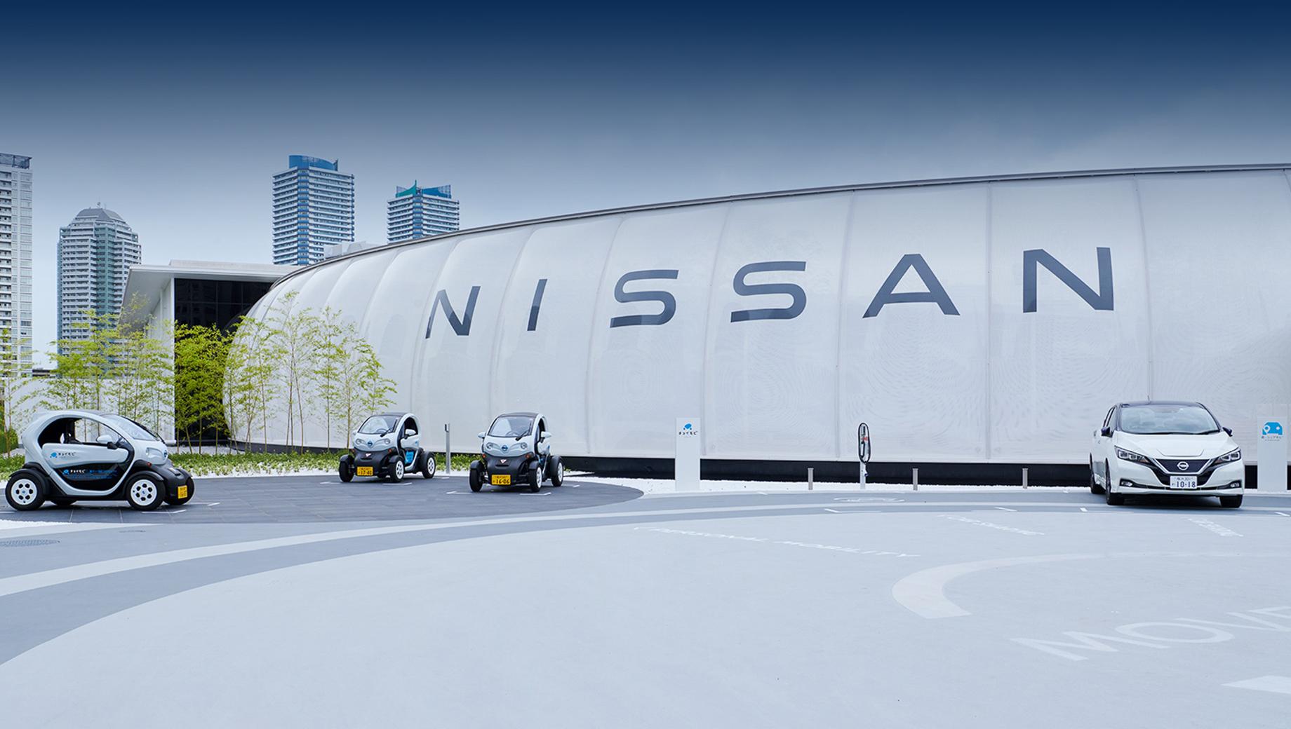 Nissan leaf,Nissan ariya. Павильон площадью 10 000 м² снабжается энергией из возобновляемых источников, в том числе от солнечных батарей.
