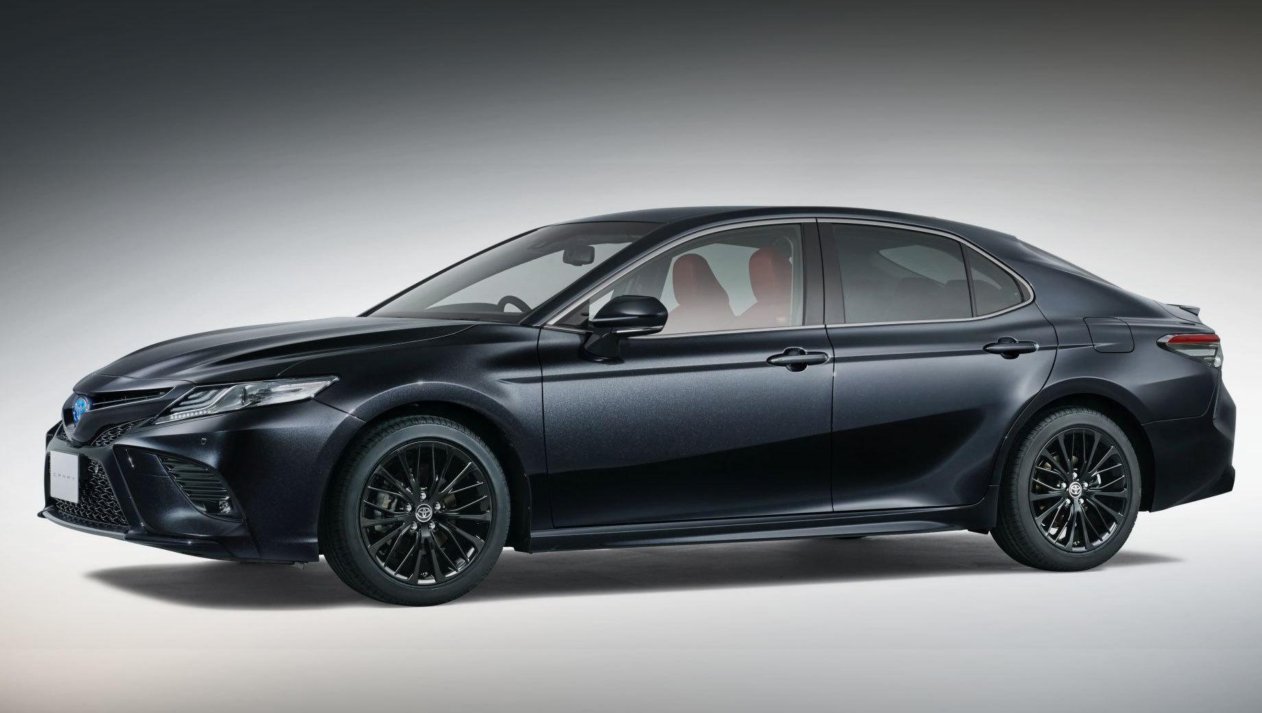Toyota Camry отметила 40-летие версией WS Black Edition