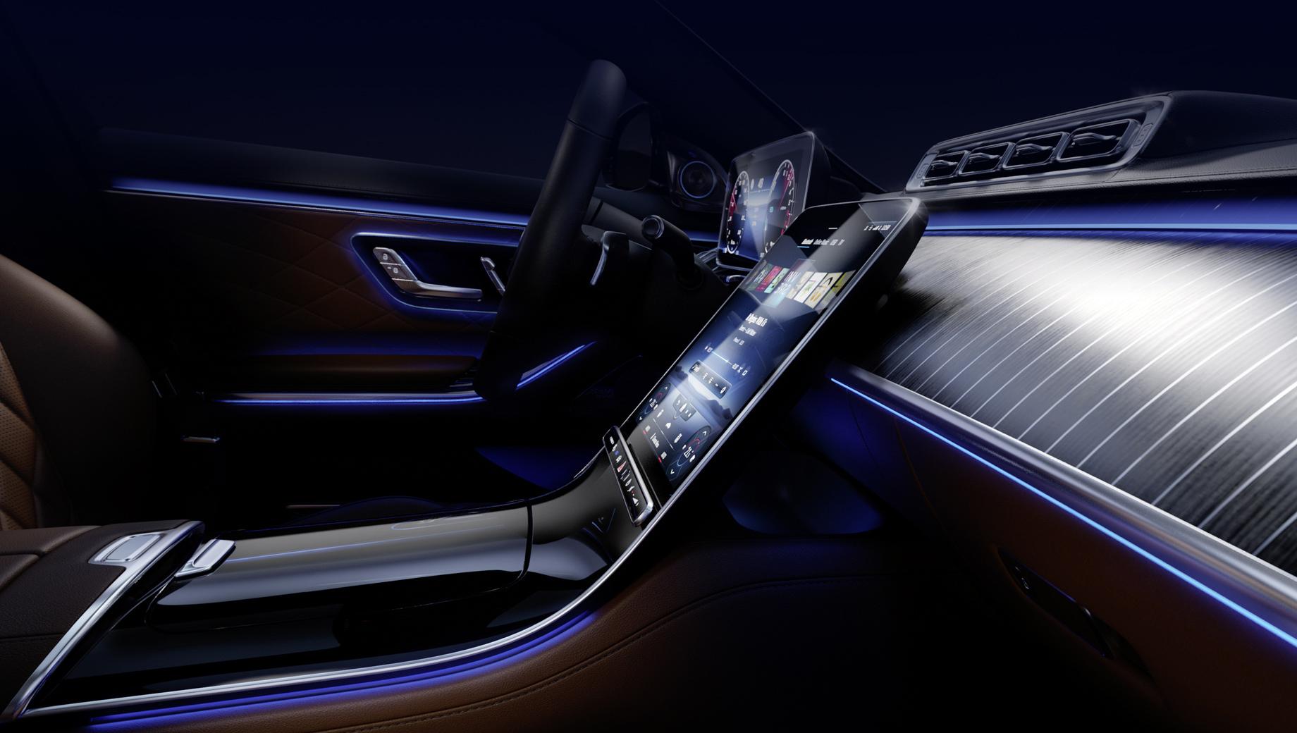 Mercedes s. Портретно-ориентированный центральный экран, кажется, видели уже все. А сама компания просит обратить внимание на огромную переднюю панель, задающую настроение гостиной. Кстати, версий отделки будет несколько.