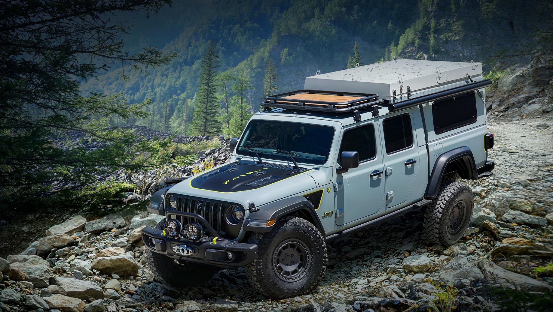 Jeep gladiator,Jeep gladiator farout. Farout должен был дебютировать в апреле на Пасхальном сафари (Easter Jeep Safari), однако мероприятие отменено из-за пандемии. Теперь концепт окрашен в новый колер Earl с зеленовато-жёлтыми акцентами, обут в 17-дюймовые покрышки Falken Wildpeak A/T3W и обвешан аксессуарами.