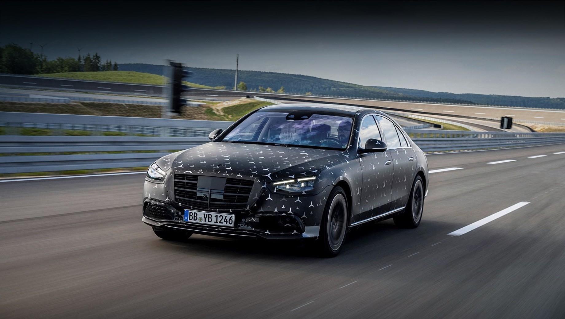 Mercedes -amg,Mercedes s,Mercedes -amg s 63. Премьера нового седана Mercedes-AMG S 63 ожидается осенью 2021-го, а обычный вариант (на фото) представят уже второго сентября этого года. Предположительно, клиентам предложат шестицилиндровые версии S 350 d, S 400 d, S 450, S 500 и S 580 e мощностью 286–510 л.с. Для модификаций S 580 и S 680 зарезервированы агрегаты V8 и V12 отдачей 525 и 612 сил соответственно.