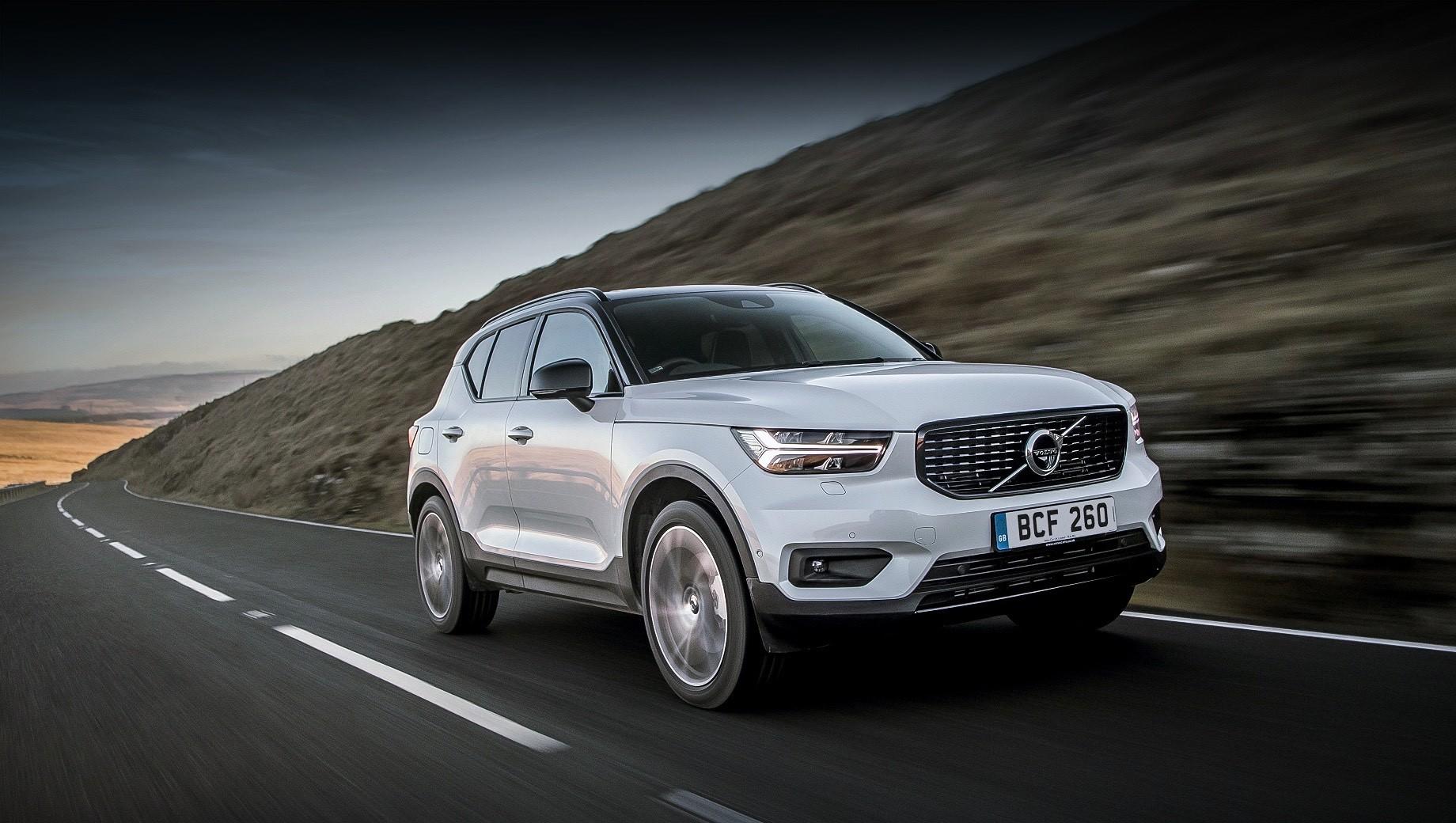 Volvo xc40 recharge,Volvo xc40. Бензоэлектрический Volvo XC40 Recharge Plug-in Hybrid T4 разгоняется до сотни за 8,5 с, а его более мощный родственник с индексом Т5 ― зa 7,3 с. Максимальная скорость у обеих моделей ограничена электроникой на 180 км/ч.