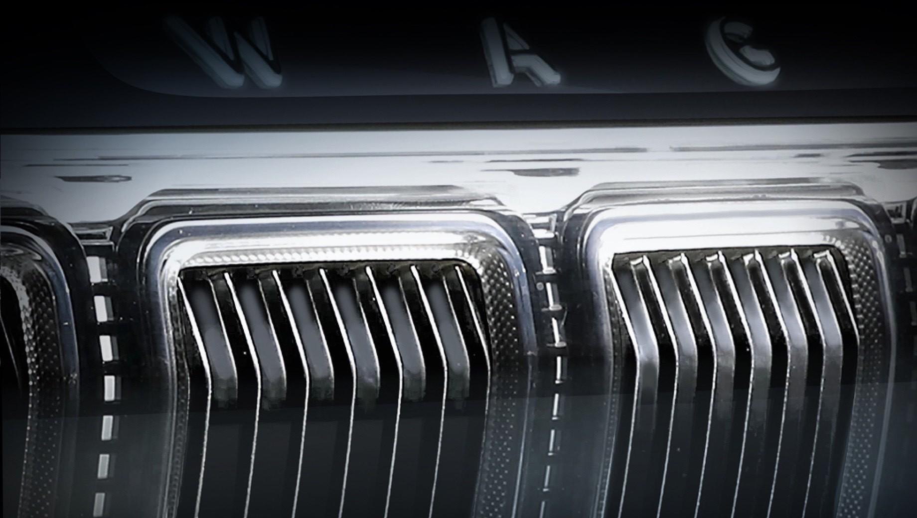 Jeep wagoneer,Jeep grand wagoneer. Под капотом исполинских моделей Wagoneer и Grand Wagoneer пропишутся моторы V6 3.6 и V8 5.7, которые на соплатформенном пикапе Ram 1500 выдают 309 л.с. (365 Н•м) и 401 л.с. (556 Н•м) соответственно. С похожими агрегатами будет доступен и новый Grand Cherokee.