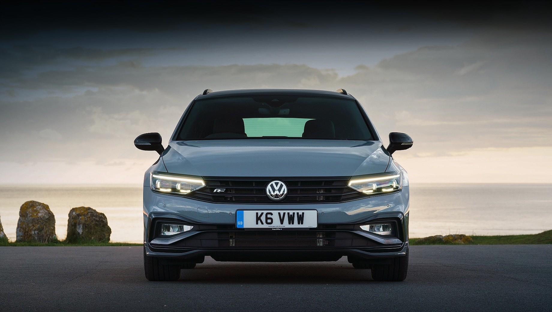 Volkswagen passat. Это сейчас Volkswagen Passat конкурирует с автомобилями класса D+ массовых брендов, но машина следующего поколения должна шагнуть в премиум-сегмент и дать бой моделям BMW третьей серии и Mercedes C-класса. Оценит ли такой шаг родственное семейство Audi A4?