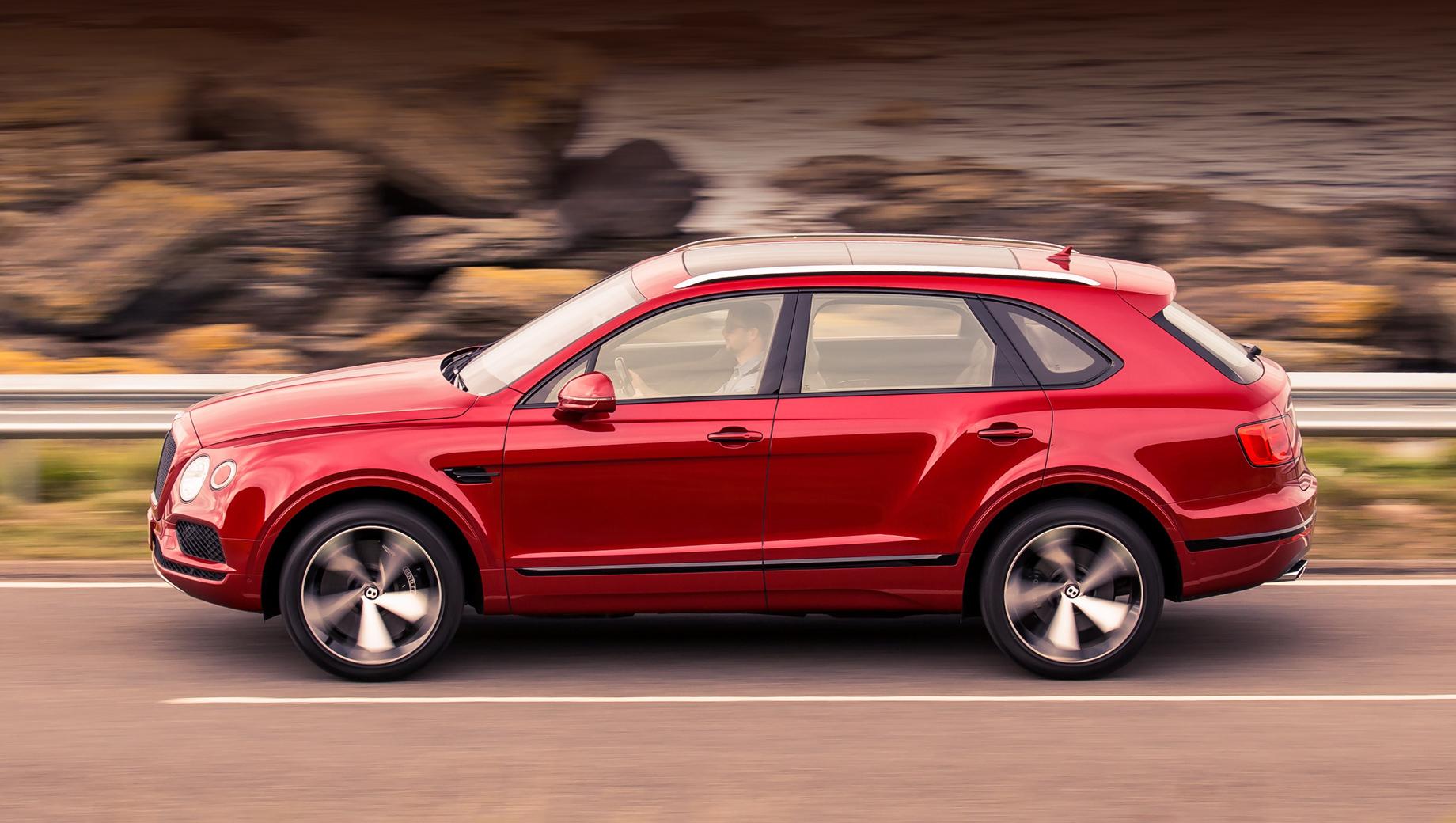 Bentley bentayga. Восьмицилиндровый вариант Бентайги требует около четырнадцати миллионов рублей для покупки, а двенадцатицилиндровый — более восемнадцати. По итогам прошлого года в России было реализовано 170 Бентайг.