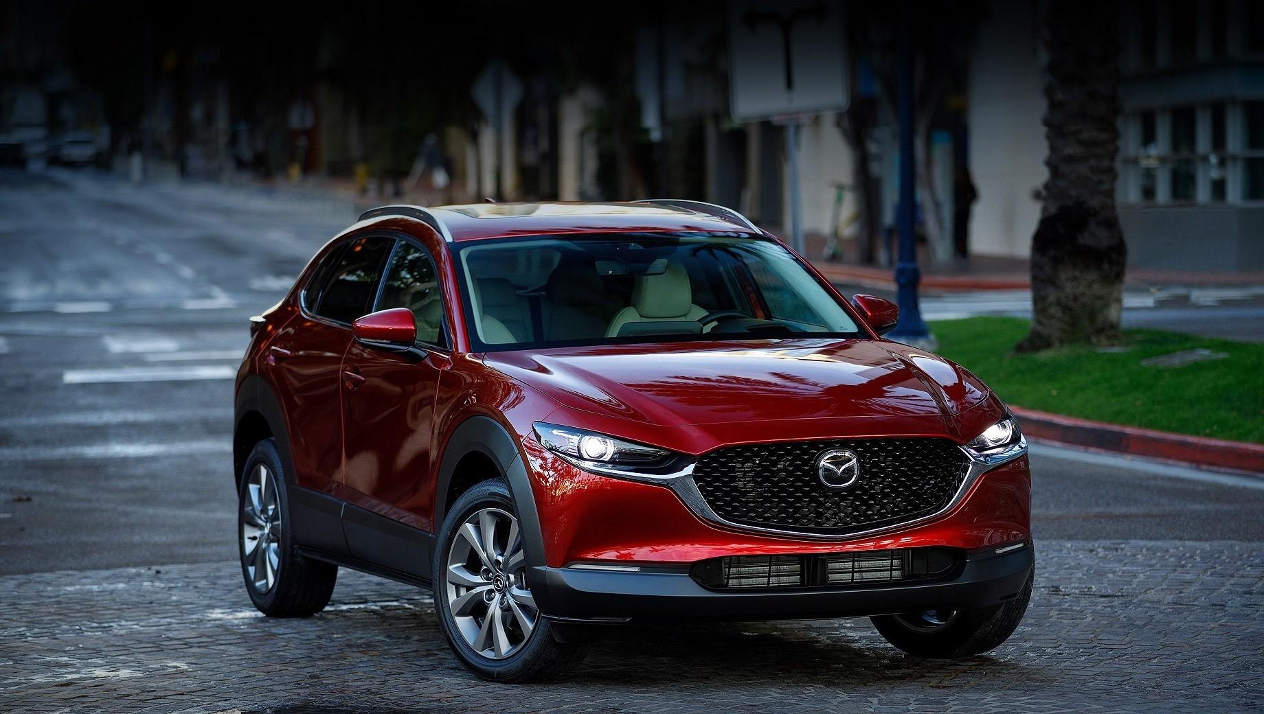 Mazda cx-30. В Соединённых Штатах цены на кроссовер Mazda CX-30 с турбомотором 2.5 будут варьироваться от $31 000 до $35 000 (2,3–2,6 млн рублей). Дороговато, если учитывать меньшую цену за почти все паркетники классом выше. Более того, за $32 565 (2,4 млн) можно купить базовый Volkswagen Atlas с наддувным 2.0.