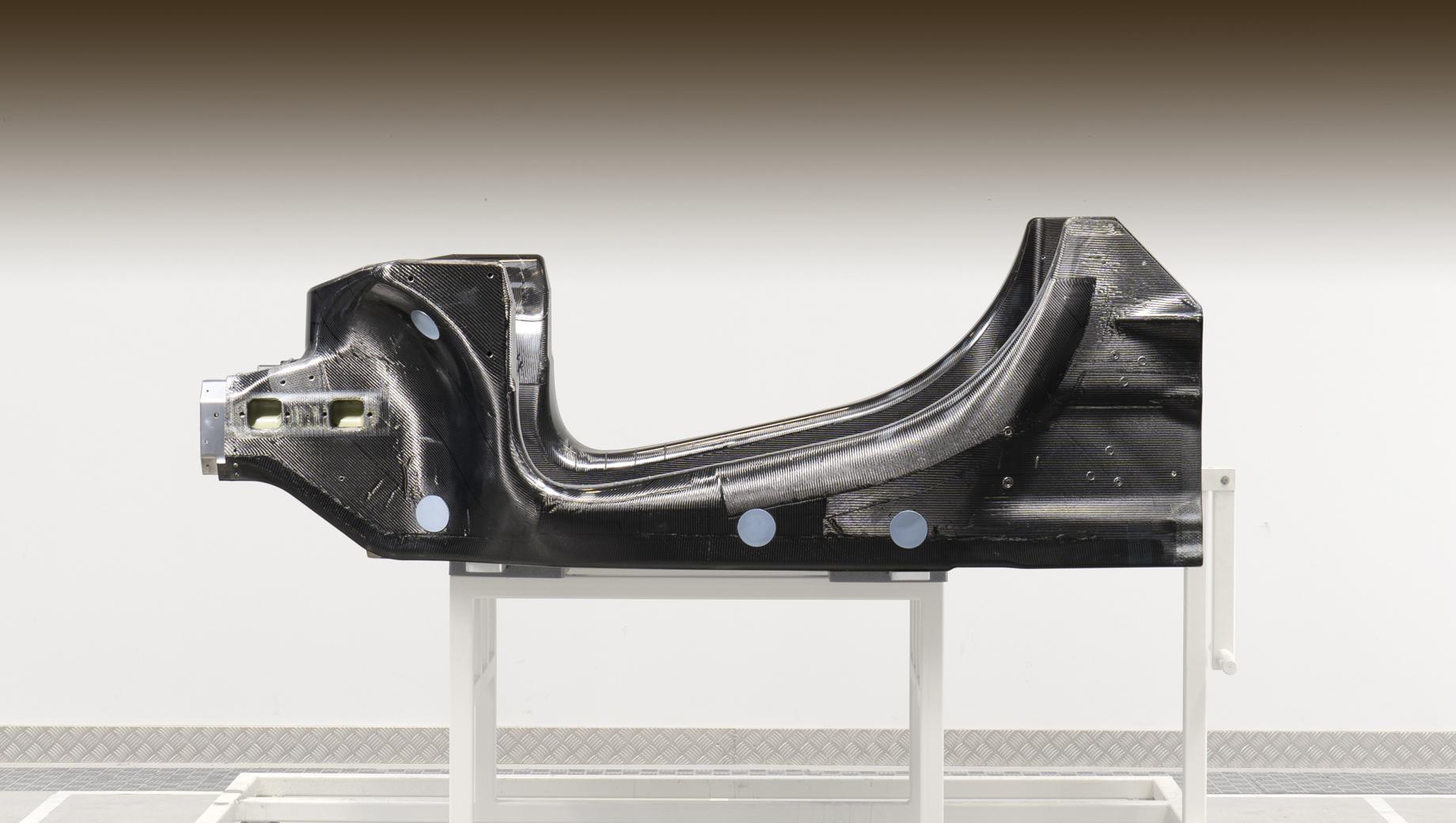 Фирма McLaren объявила о выходе гибрида в следующем году