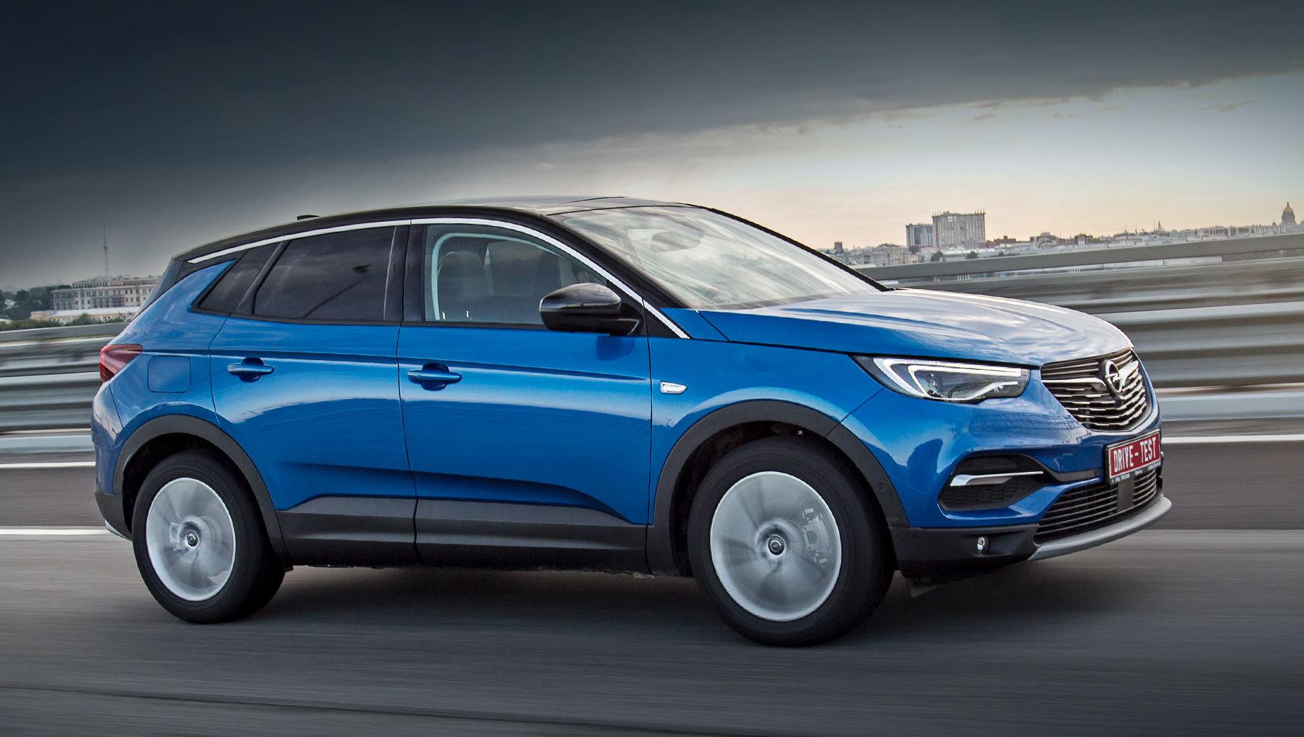 Opel grandland x. В любой версии Opel Grandland X имеет передний привод и турбомотор 1.6 на 150 л.с. с шестиступенчатым «автоматом». Три фиксированных комплектации стоят от двух миллионов ровно до 2,4 млн. Доплата за чёрные зеркала, спойлер и другие внешние элементы ― 20 тысяч рублей.