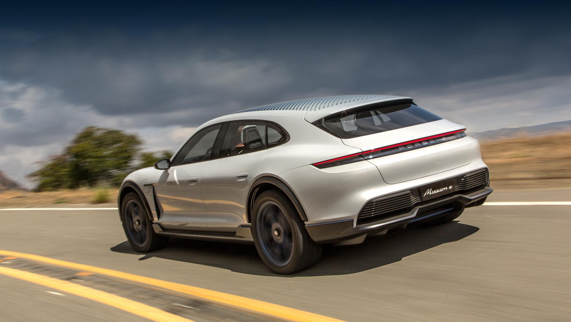 Porsche taycan,Porsche taycan cross turismo. Универсал должен подражать во внешности концепту Porsche Mission E Cross Turismo 2018 года.