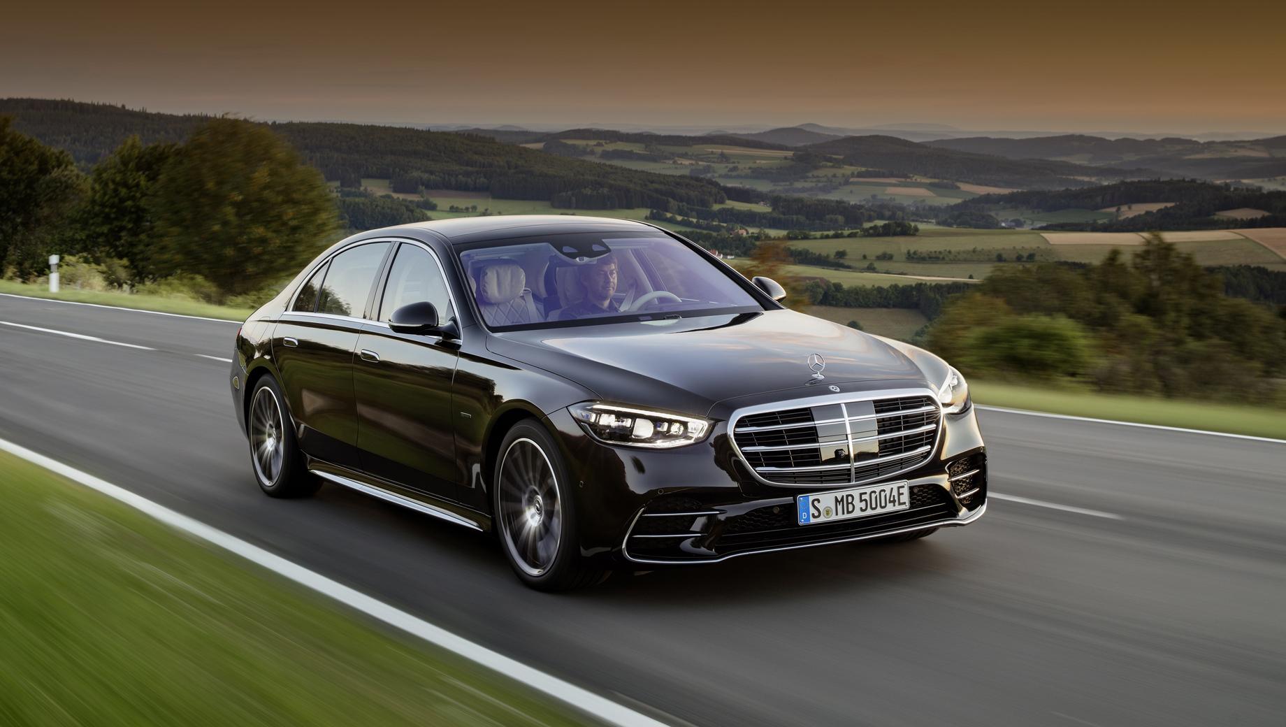 Mercedes s. Занятный факт: в этом гибриде ёмкость тяговой батареи в 1,6 раза больше, чем в «целом» электромобиле, хотя и маленьком (Смарте EQ).