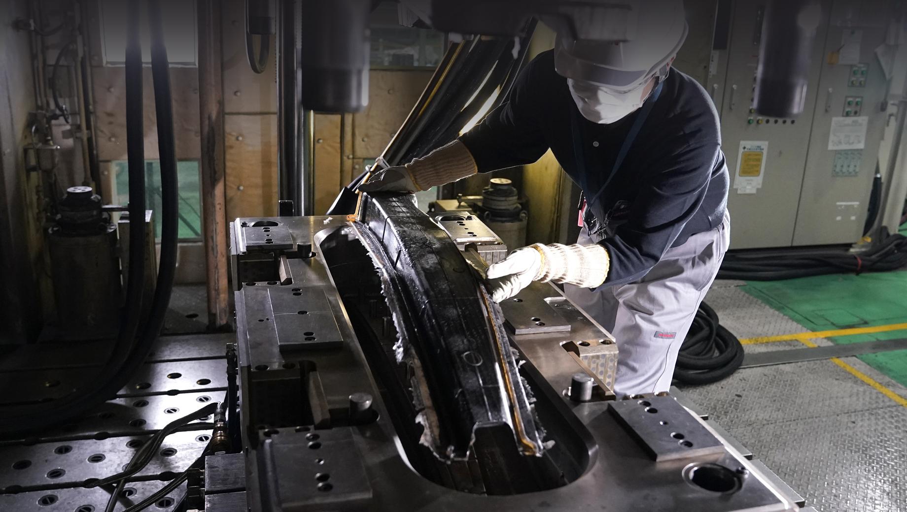 Nissan придумал упрощённую технологию для углепластика