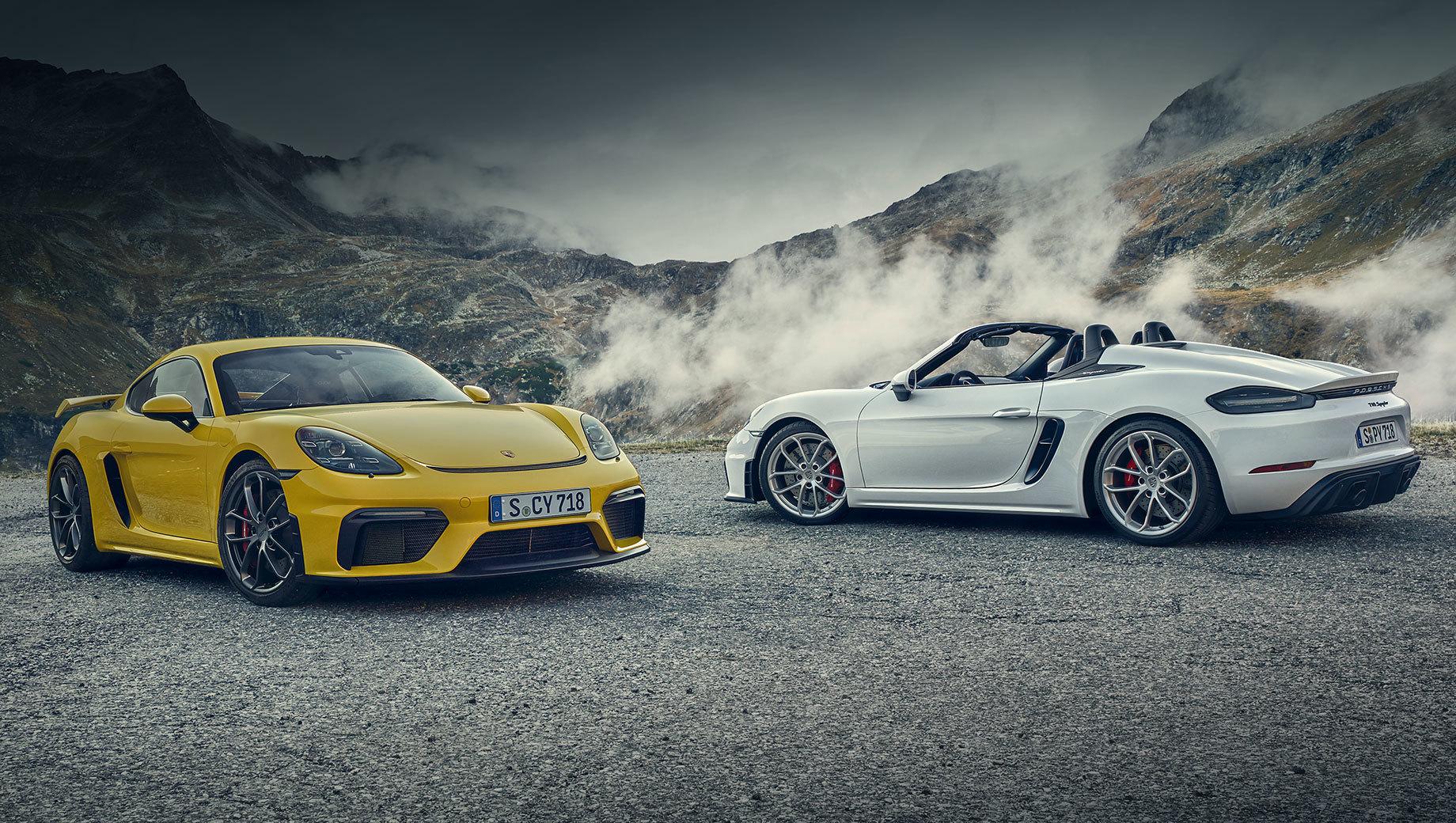 Porsche 718,Porsche 718 cayman,Porsche 718 boxster,Porsche cayman,Porsche boxster. Помимо «робота» на машинах серии 718 (2021 модельного года) появится новый материал обивки спортивных сидений Race-Tex на основе микроволокон (вместо алькантары), а в палитру цветов моделей 718 Cayman GT4 и 718 Spyder добавят колер Python Green. Также на открытую версию можно будет заказать золотистые 20-дюймовые колёса, которые прежде были доступны лишь Кайману GT4.