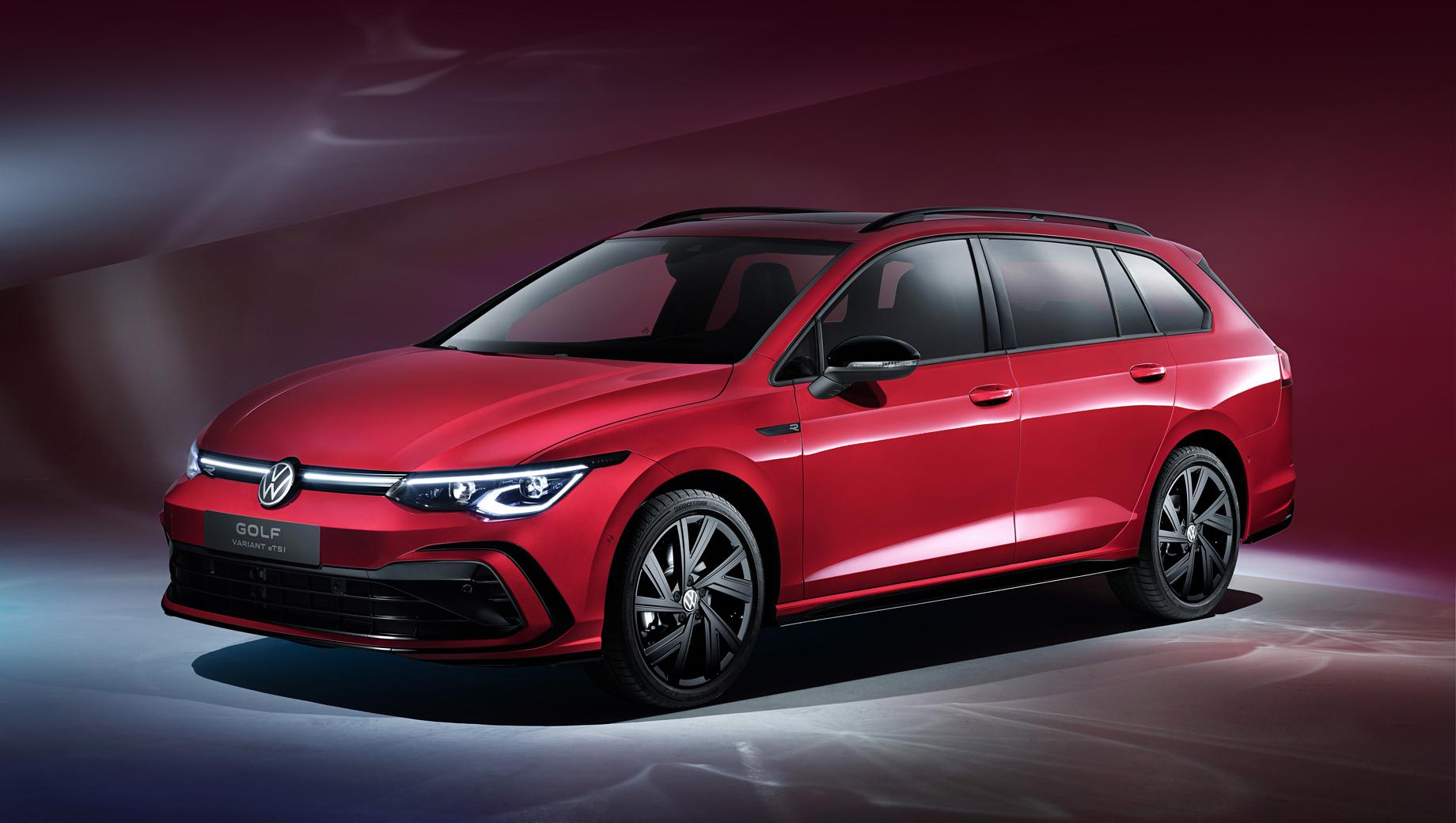 Volkswagen golf,Volkswagen golf variant,Volkswagen golf alltrack. Красный универсал на снимках оснащён стайлинг-пакетом R-Line и умеренной гибридной системой eTSI.