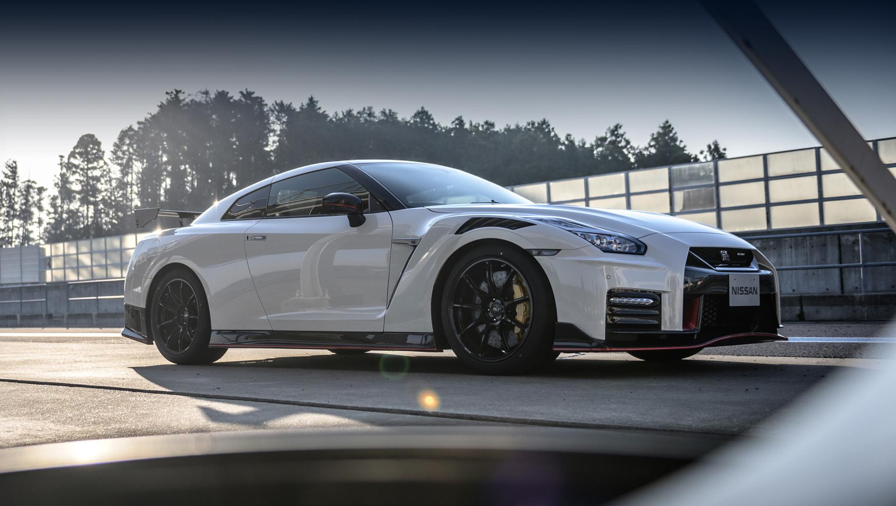 Nissan gt-r. Можно предположить, в силу высокой цены, что прощальное издание будет придумано на основе варианта Nismo.