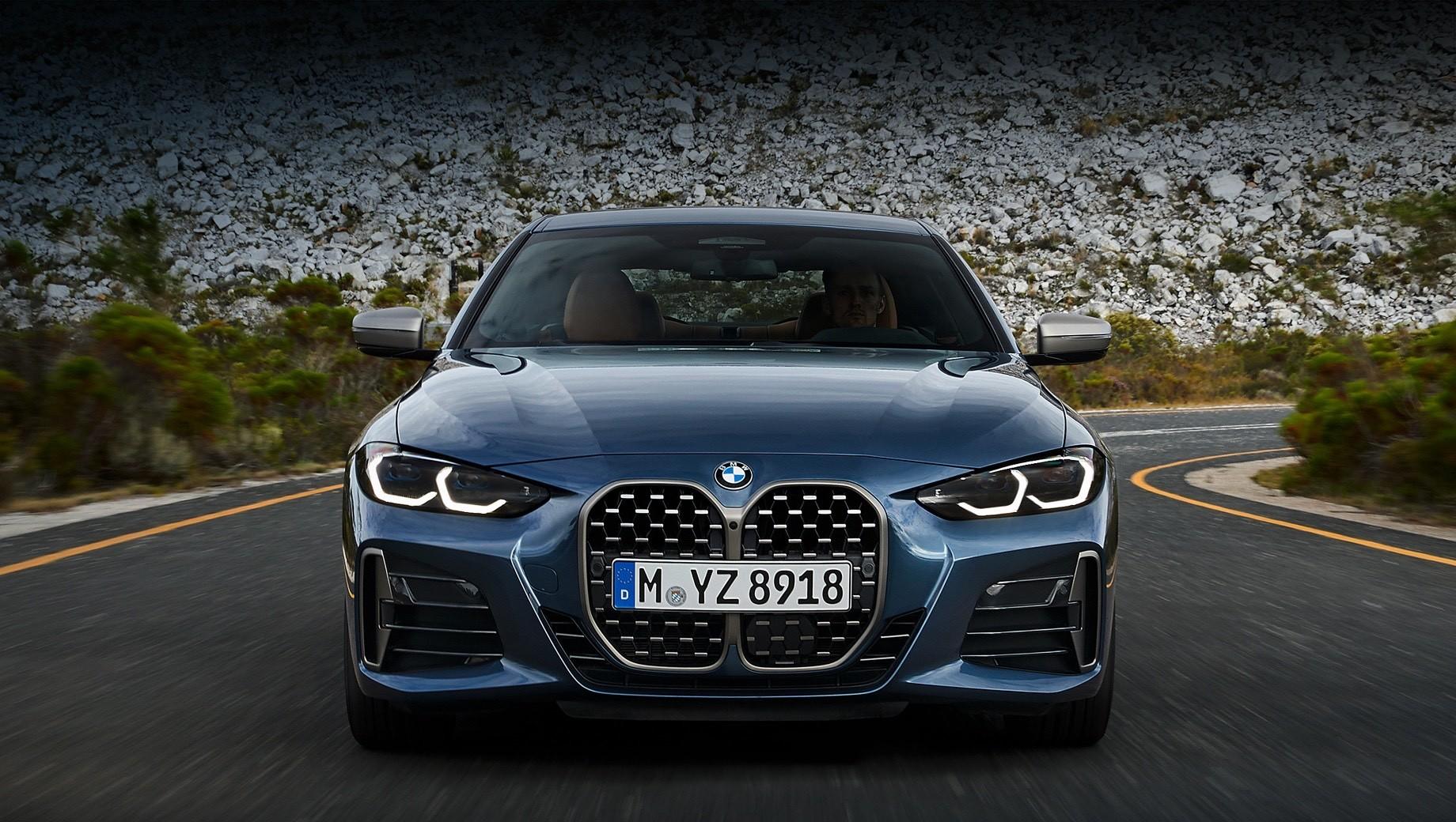 Bmw 4,Bmw 4 convertible. Пока мы в России ждём кабриолет, купе BMW четвёртой серии успело подорожать. С сентября стартовый ценник прибавил 40 тысяч рублей, и теперь двухдверка оценивается в 3 170 000. Та же участь постигла большинство моделей BMW на нашем рынке, а увеличение варьируется от 10 000 (на «семёрку») до 280 000 рублей (BMW M2) в зависимости от автомобиля.