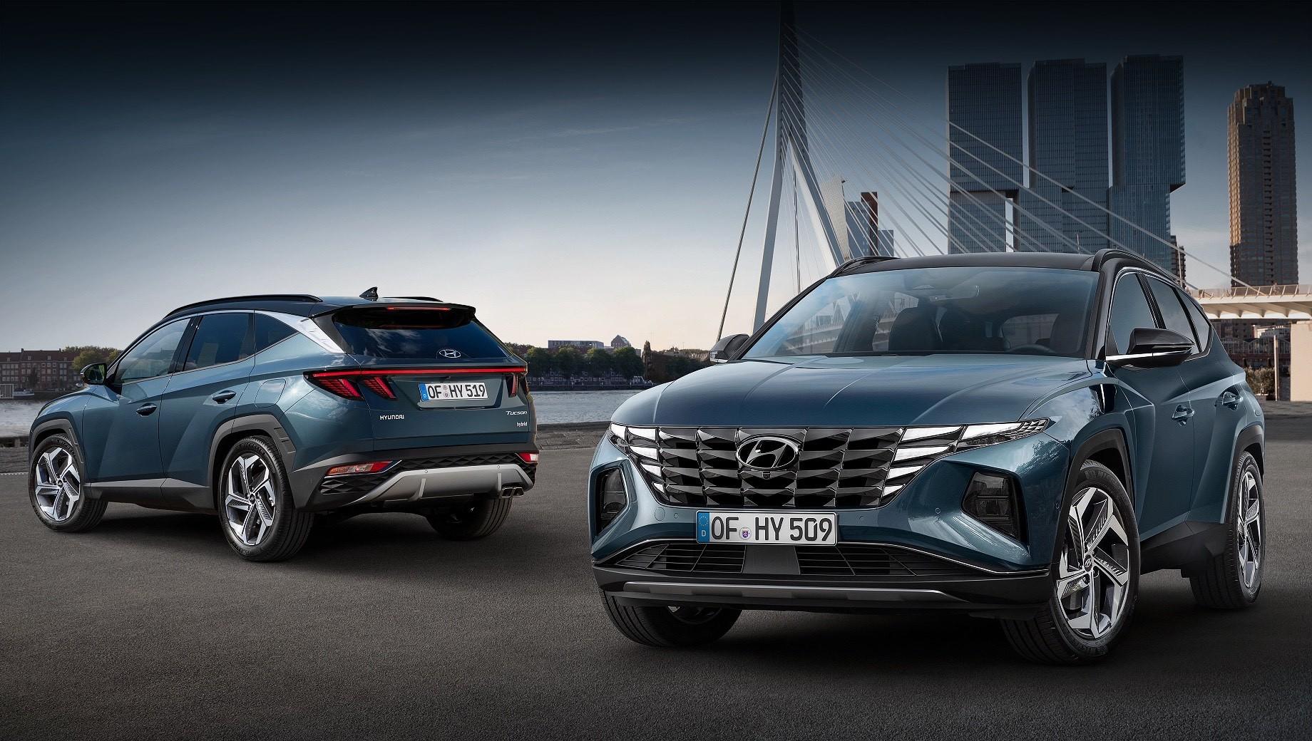 Hyundai tucson. В Южной Корее кроссовер пойдёт в продажу с сентября этого года, а в США и Европе — с первой половины 2021-го. В Европе ожидаются бензиновые (150 и 180 л.с.) и дизельные (115-136 л.с.) «четвёрки» 1.6, большинство из которых дополнены 48-вольтовым стартер-генератором, а также гибрид (обычный или подключаемый, 230 или 265 сил). Коробки передач — ручная iMT и преселективная с семью ступенями, привод — передний или подключаемый полный с внедорожными режимами езды.