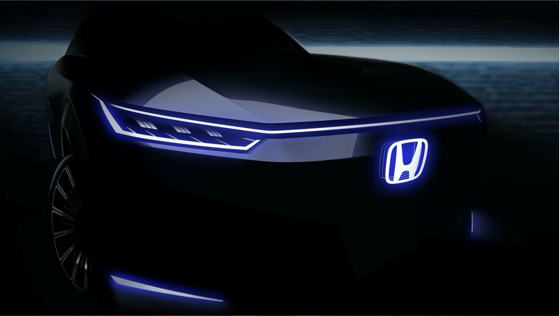 Honda concept,Honda hr-v. Единственный тизер говорит, что дизайн исполнен минимализма и агрессии, чем резко отличается от лупоглазой Хонды e. Видны округлые колёсные арки, светодиодная оптика и подсвеченный логотип. Кстати, спорткупе Honda Sports EV закончилось ничем, хотя мелькало на патентных рисунках.