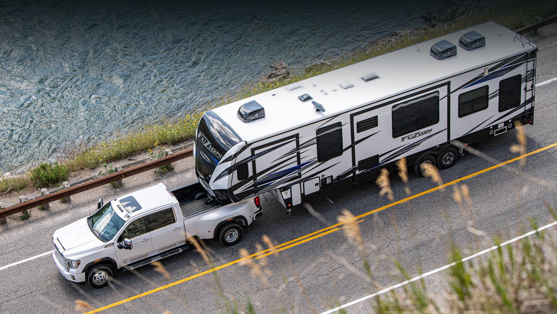 Gmc sierra,Gmc sierra hd. Семейство Sierra/Sierra HD насчитывает более ста модификаций (учитывая все комбинации кабин, платформ, трансмиссий и уровней комплектации) с восемью двигателями — от турбочетвёрки 2.7 (314 л.с., 472 Н•м) до дизеля V8 6.6 Duramax (451 л.с., 1234 Н•м). Масса прицепа может доходить до 14 406 кг.