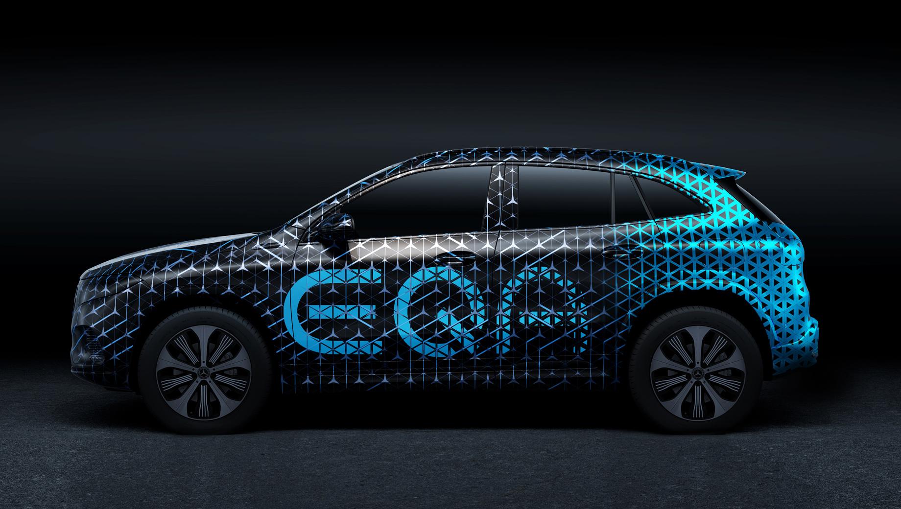 Mercedes eqa. По неофициальным данным, серийная модель получит как минимум две версии: с передним и полным приводом. Также свой вариант, по слухам, подготовит отделение AMG. От неё можно ждать отдачи, примерно сравнимой с GLA 45 S (421 л.с.).