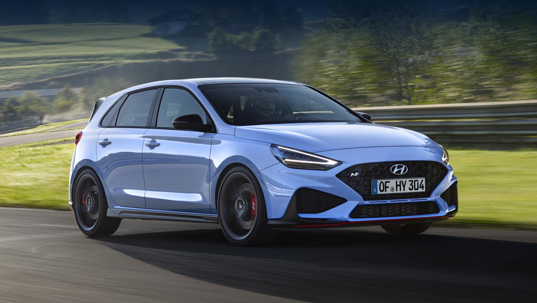 Hyundai i30,Hyundai i30 n. На снимках фигурирует хэтчбек, но компания говорит, что i30 N, как и раньше, будет выпускаться и с таким кузовом, и в виде фастбека. Значит, последнего ждут те же основные обновки.