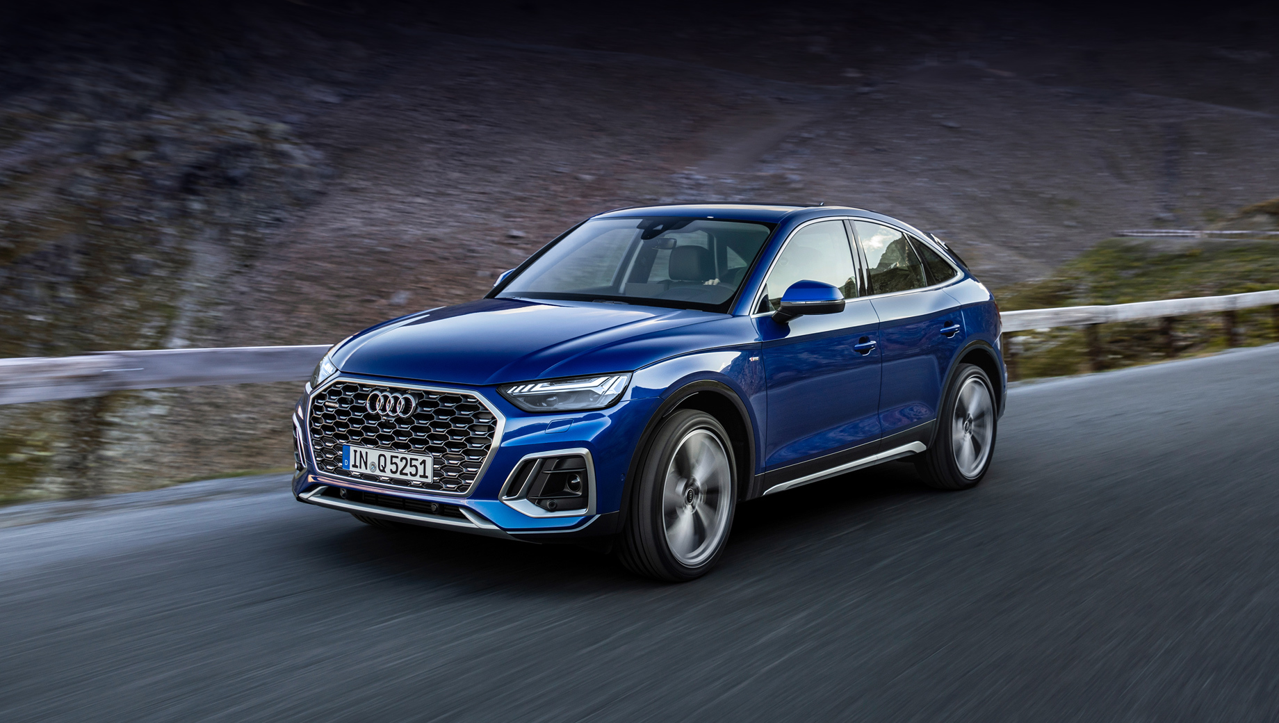 Audi q5,Audi q5 sportback. Спортбеку с индексом Q5 предстоит соперничать с такими моделями, как BMW X4 и Mercedes-Benz GLC Coupe.