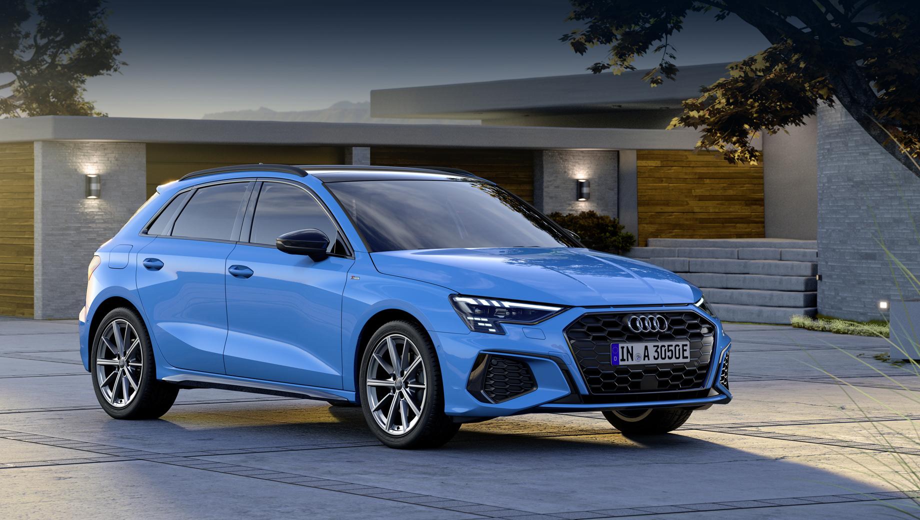 Audi a3. Новая версия «а-третьей» поступит в продажу в Германии в течение осени по стартовой цене 37 470 евро (3,45 млн рублей), без учёта правительственных льгот, предоставляемых покупателям «зелёных» легковушек.