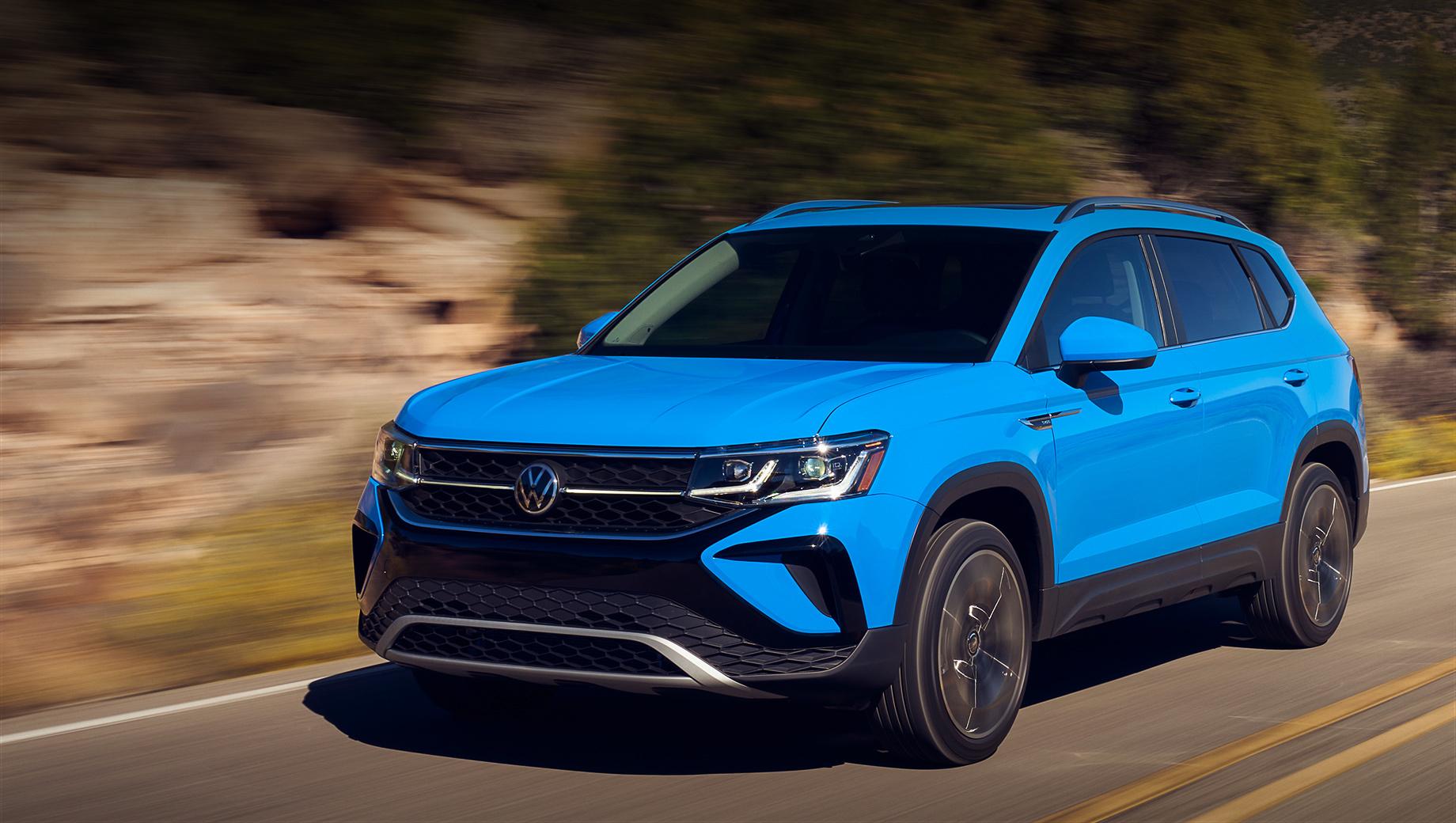 Volkswagen taos,Volkswagen tharu. Производитель указывает, что Taos внешне напоминает Atlas, Atlas Cross Sport, Tiguan и электрокар ID.4. Однако на деле компакт во многом унифицирован с моделями Tharu и Skoda Karoq, хотя по размерам заметно от них отличается: 4465×1842×1636 мм, колёсная база — 2690.
