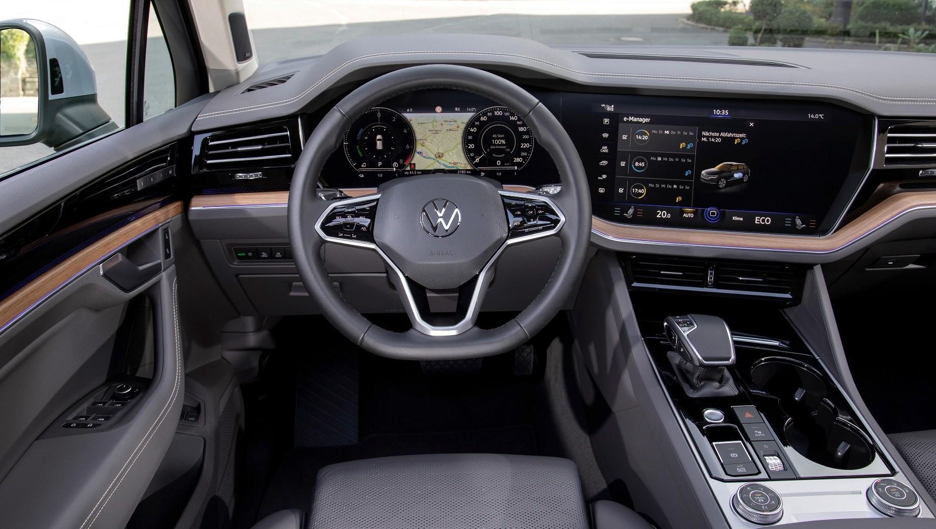 Volkswagen Touareg разжился двумя гибридными версиями