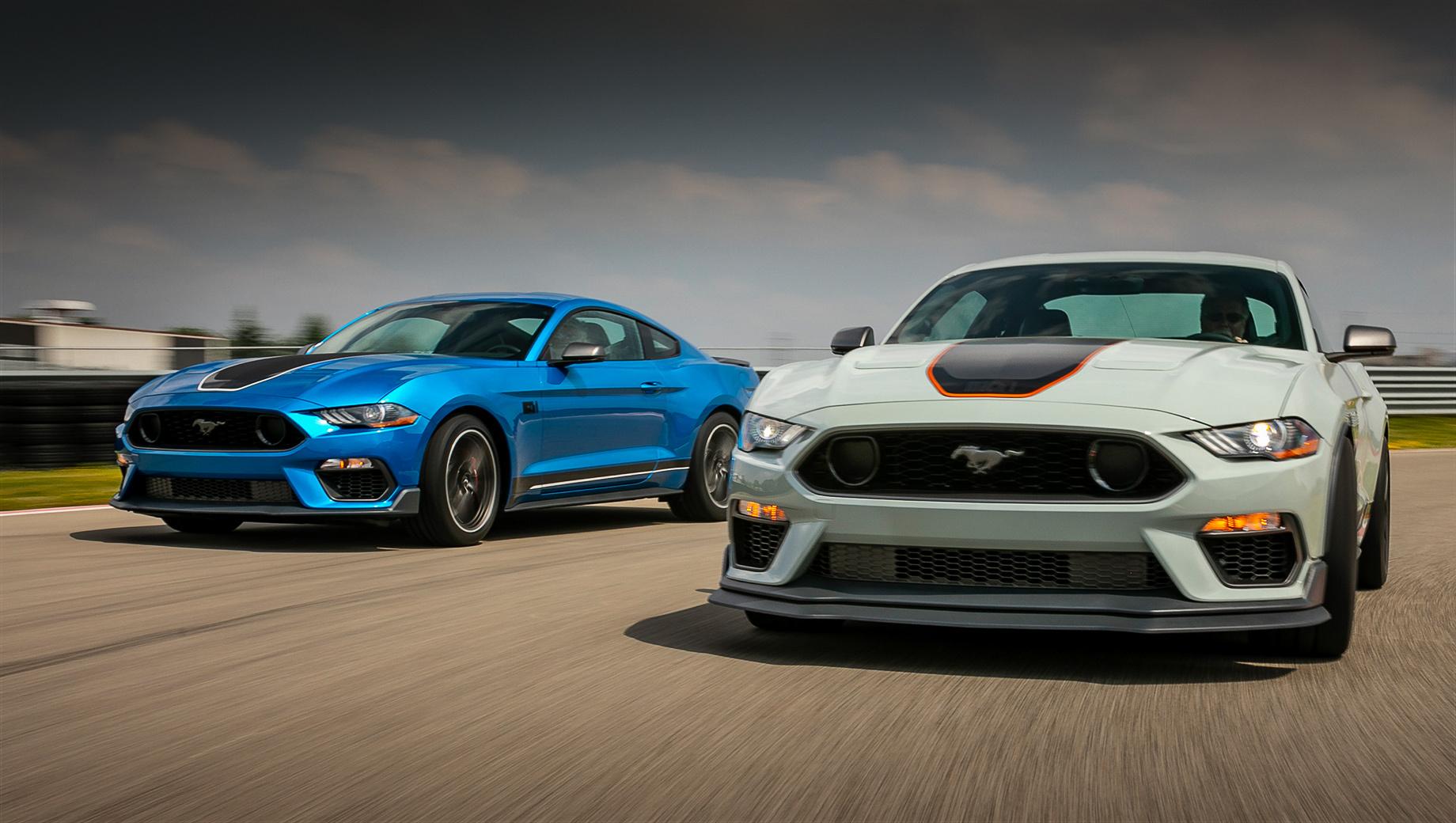Ford mustang,Ford mustang mach-1. Mustang Mach 1 хорош собой за счёт грозного аэродинамического обвеса и капота с прорезями, решётки радиатора в стиле оригинального Мака, красивых 19-дюймовых разношироких колёс и выпускных патрубков от моделей Shelby. Тираж версии Mach 1 будет ограничен.