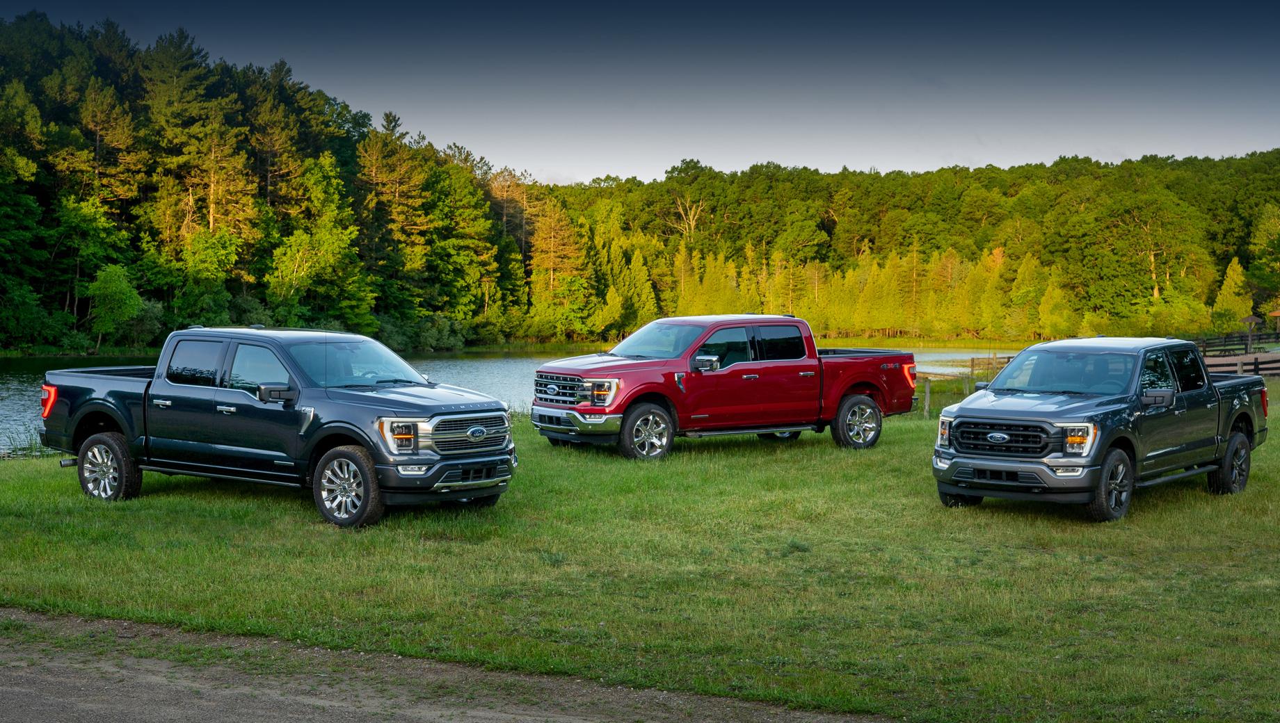 Ford f-150,Ford f-150 raptor. Продажи F-150 четырнадцатого поколения начнутся до конца этой осени. Стартовая цена на самую простую вариацию — $30 635 (2,39 млн рублей), не считая запланированных фирмой скидок по различным программам.