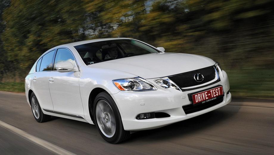Lexus gs. Внешних отличий даже с лупой не найдёшь. Чтобы понять, что это полноприводный GS 350, придётся разглядывать шильдики на корме.