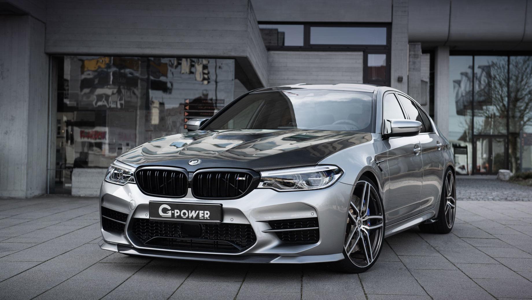 Bmw m5. Заводской капот от BMW M5 можно заменить на углепластиковый вариант GP Venturi. Деталь не только снижает массу седана, но и помогает оптимизировать воздушные потоки для более эффективного охлаждения моторного отсека.
