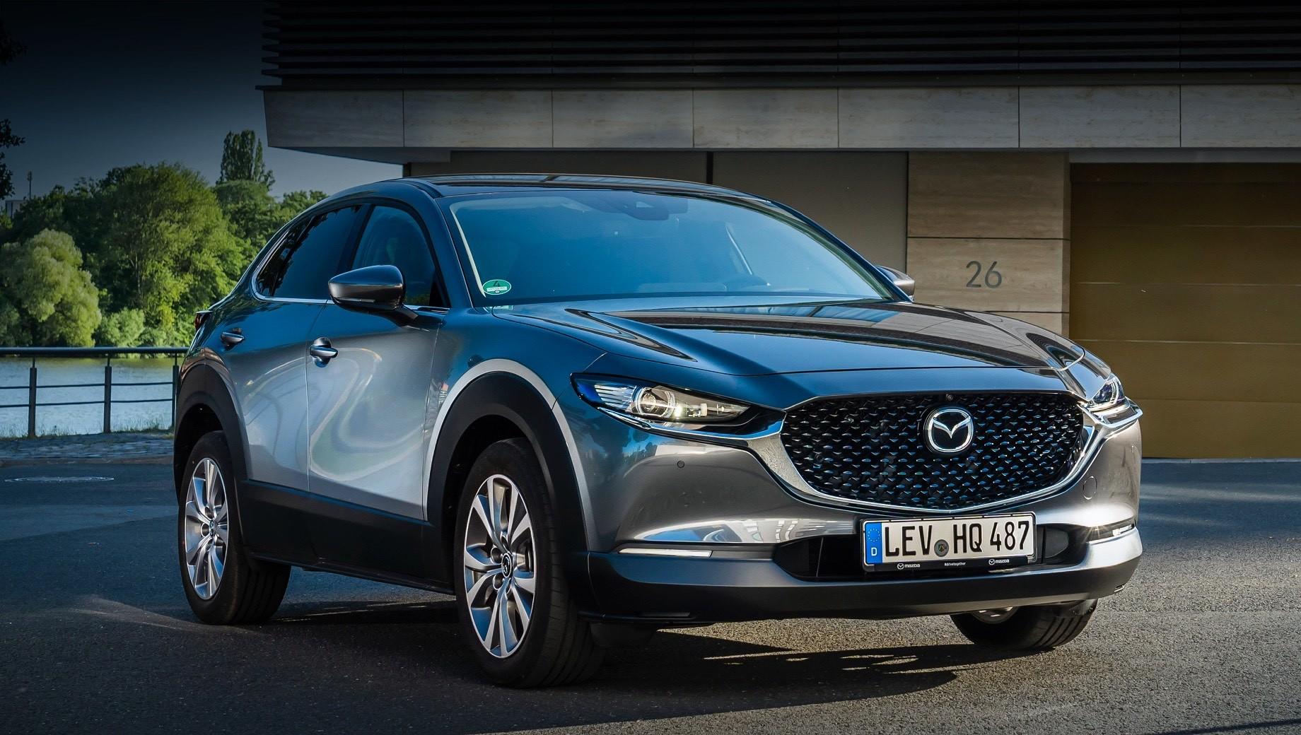 Mazda 3,Mazda 6,Mazda cx-30. Mazda CX-30 сертифицирована в России с одним мотором — атмосферником 2.0 с непосредственным впрыском и отдачей в 150 л.с. и 213 Н•м. Коробки передач — шестиступенчатые, «механика» и «автомат». Первая будет предложена с передним приводом, а вторая — как с передним, так и с полным.
