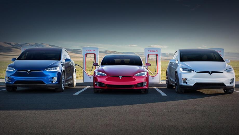 Tesla model s,Tesla model x. В Китае хэтчбек Tesla Model S оценивается минимум в 733 900 юаней (8,4 млн рублей), а кроссовер Model X — в 772 900 юаней (8,8 млн рублей). Для сравнения, Porsche Taycan стоит от 888 000 юаней (10,1 млн), а за Audi e-tron просят от 692 800 юаней (восемь миллионов).